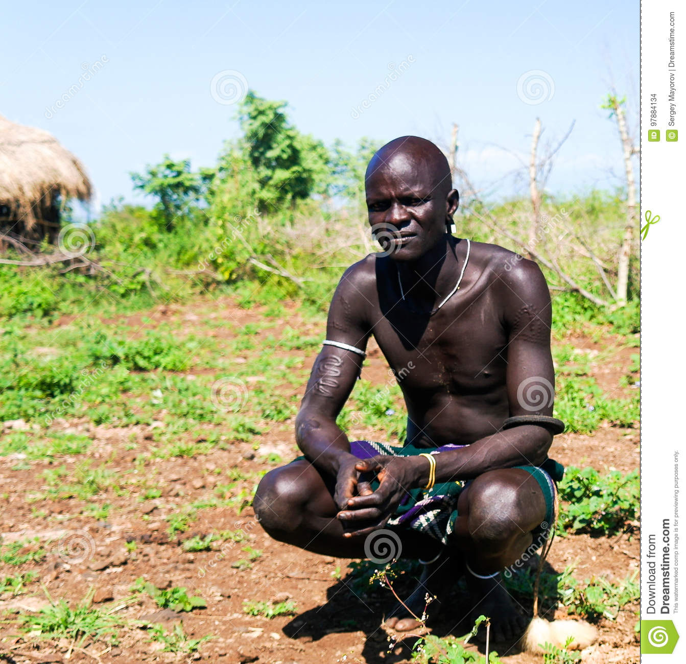 Mursi Tribe Man In National Dress Editorial Stock Image - Image Of Hair, Native 97884134-1562