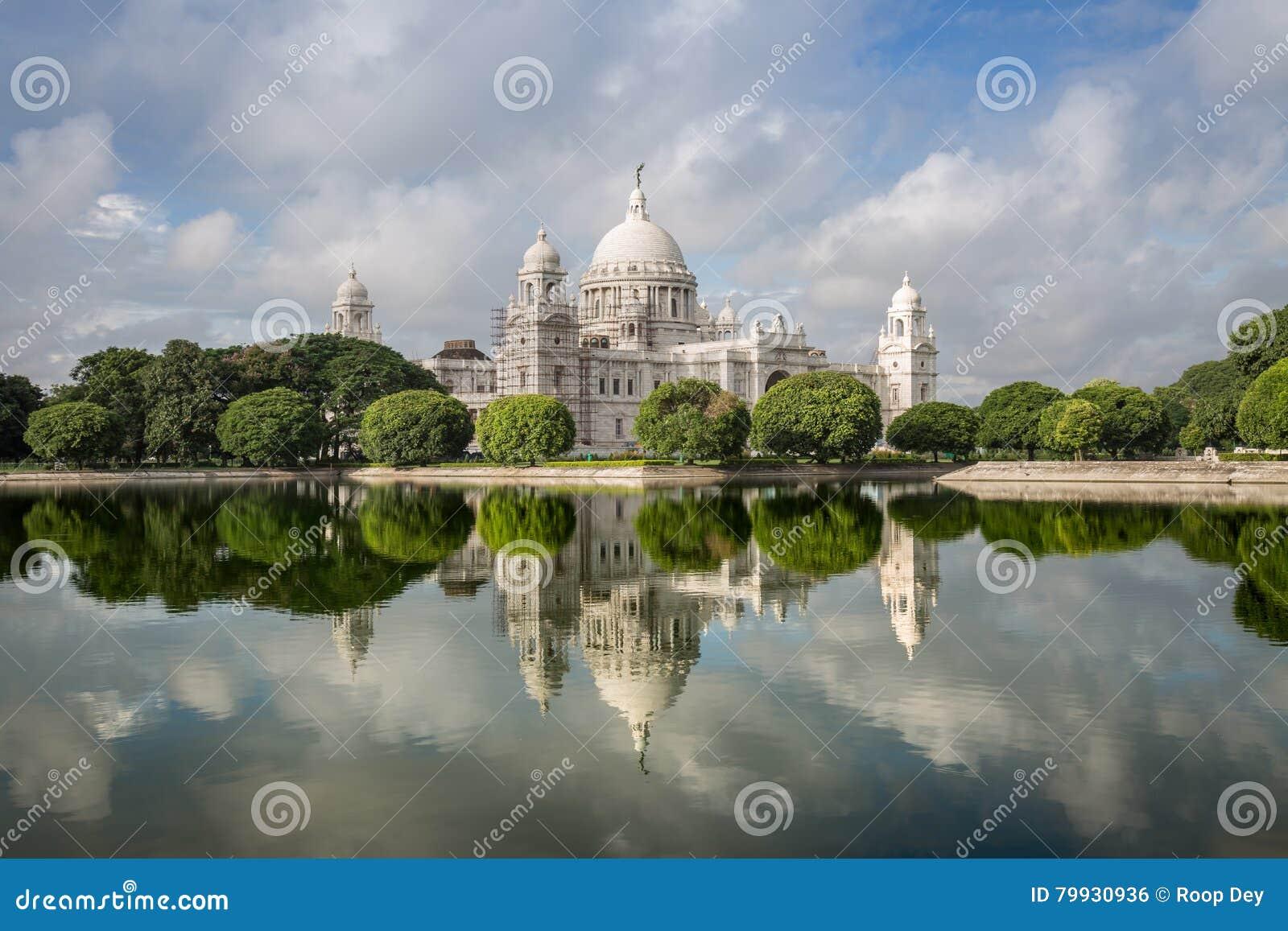 Musée architectural de bâtiment de monument de Victoria Memorial dans Kolkata et x28 ; Calcutta& x29 ; avec de belles réflexions