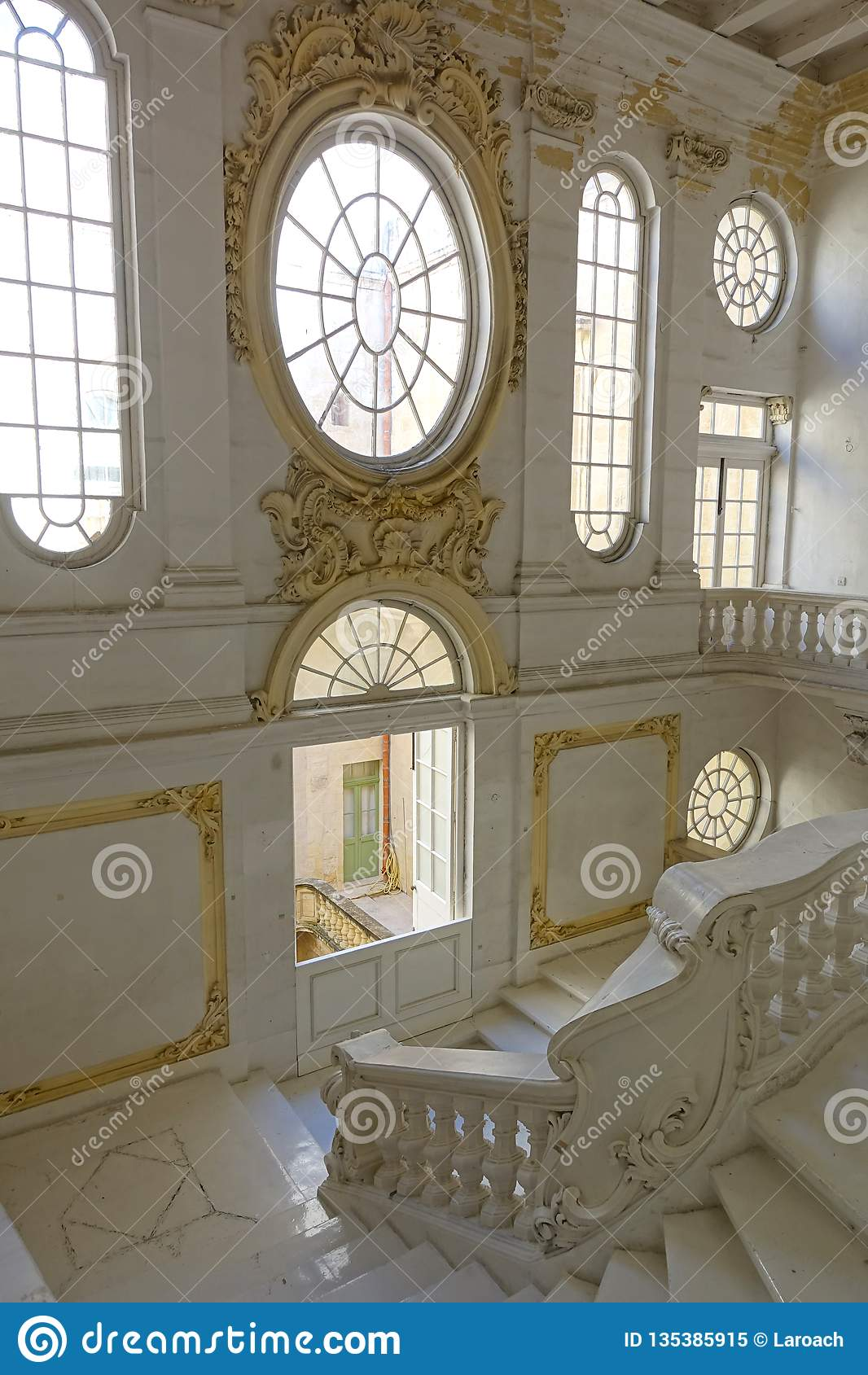Musée National des beaux-arts Malte avec Windows fleuri