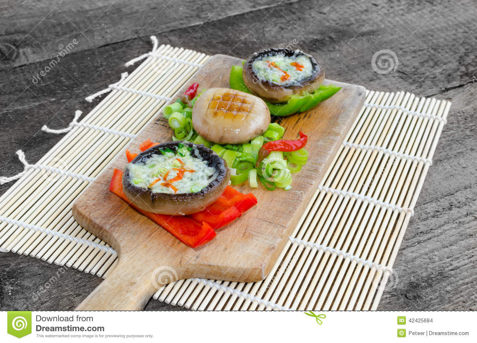 Muschrooms cocidos con queso verde