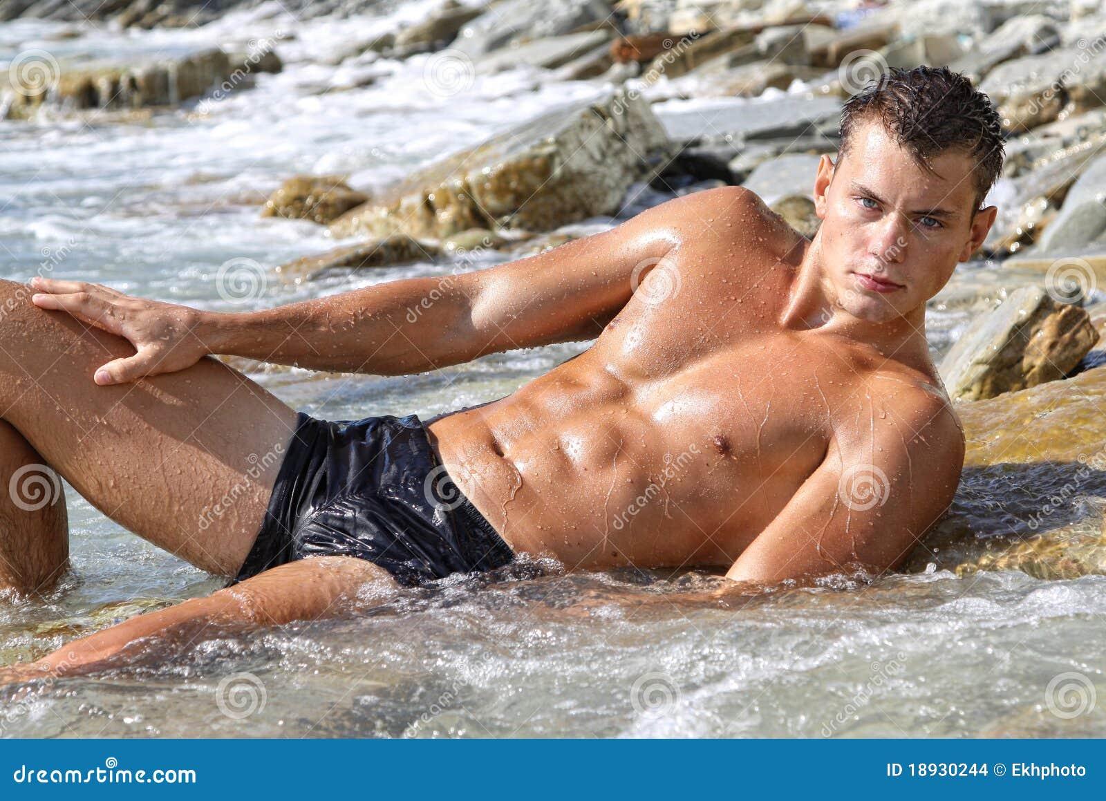 Jorge bumst zwei Frauen am Strand -