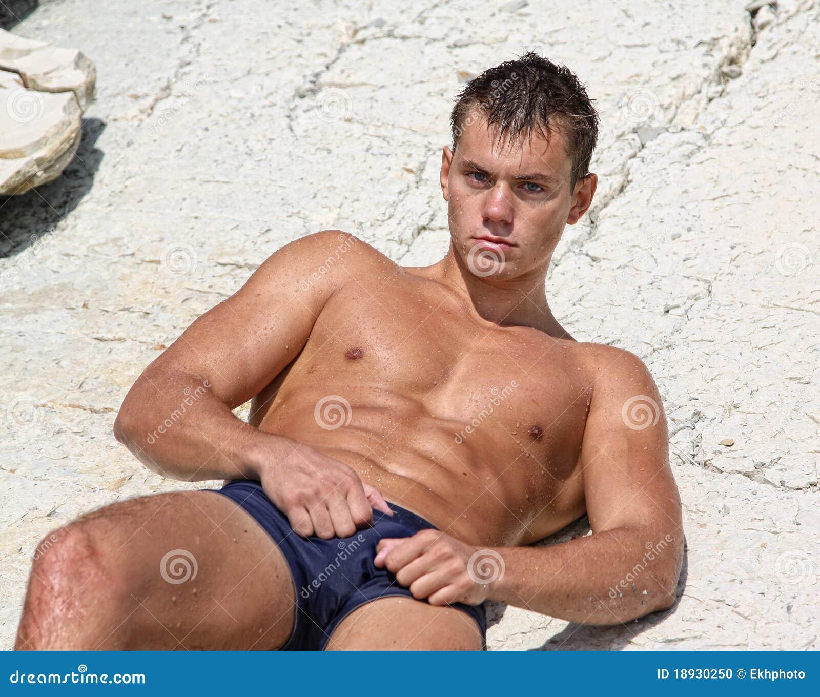 escort na ragazzo gay nudo