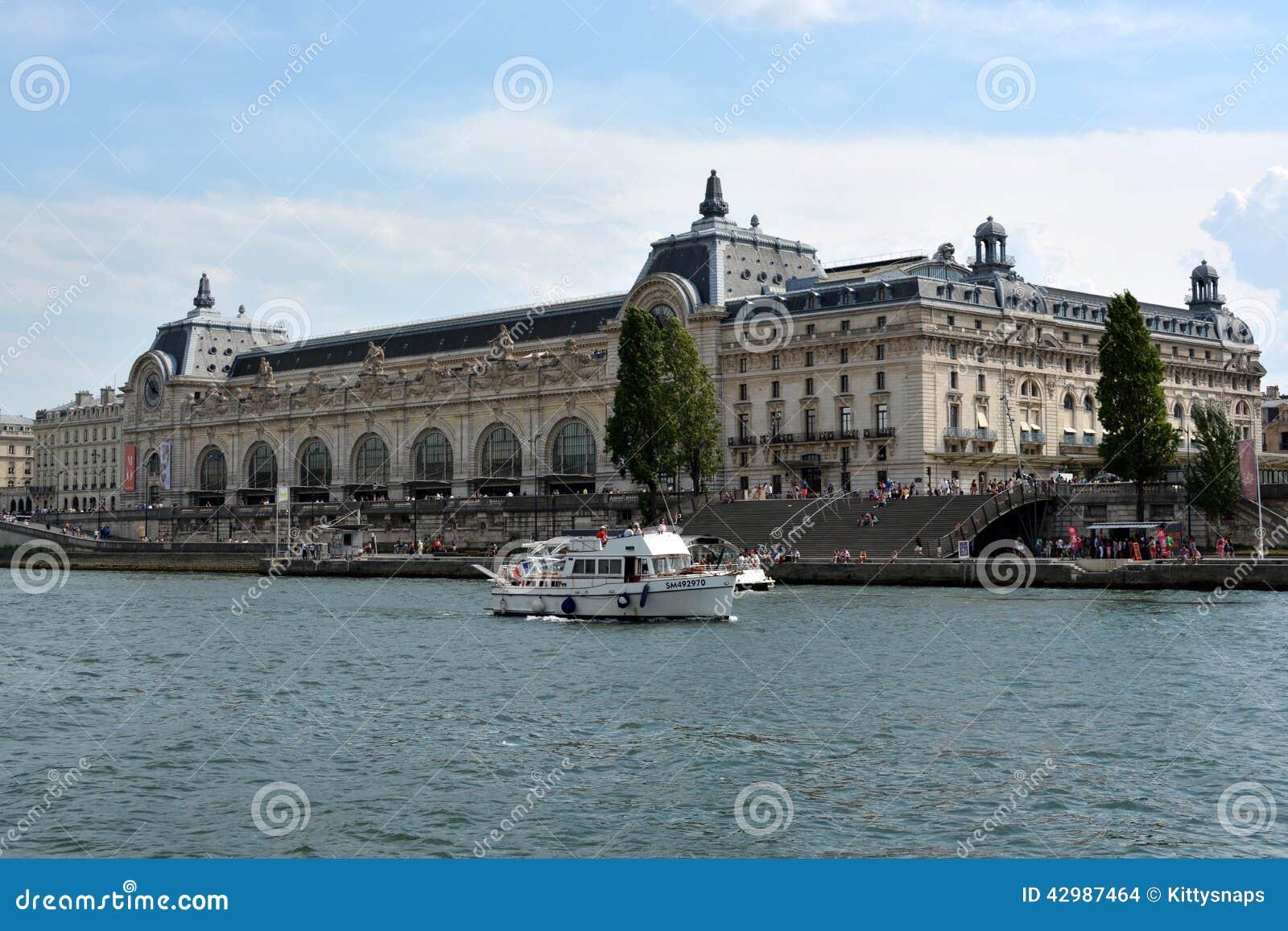 Musee d 39 orsay fiume la senna parigi francia immagine for E mobilia paris