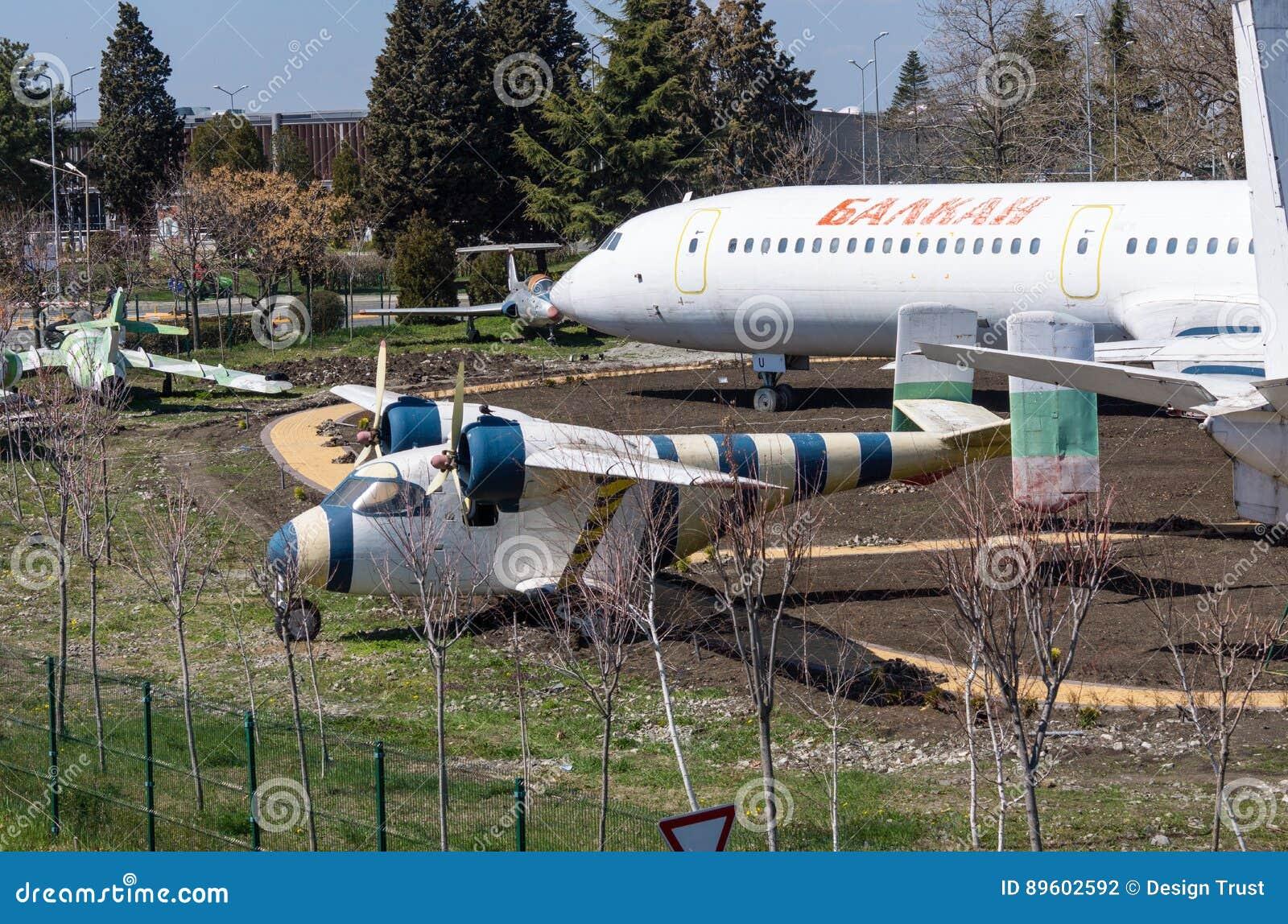Museo de la aviación soviética en el aeropuerto de Burgas en Bulgaria