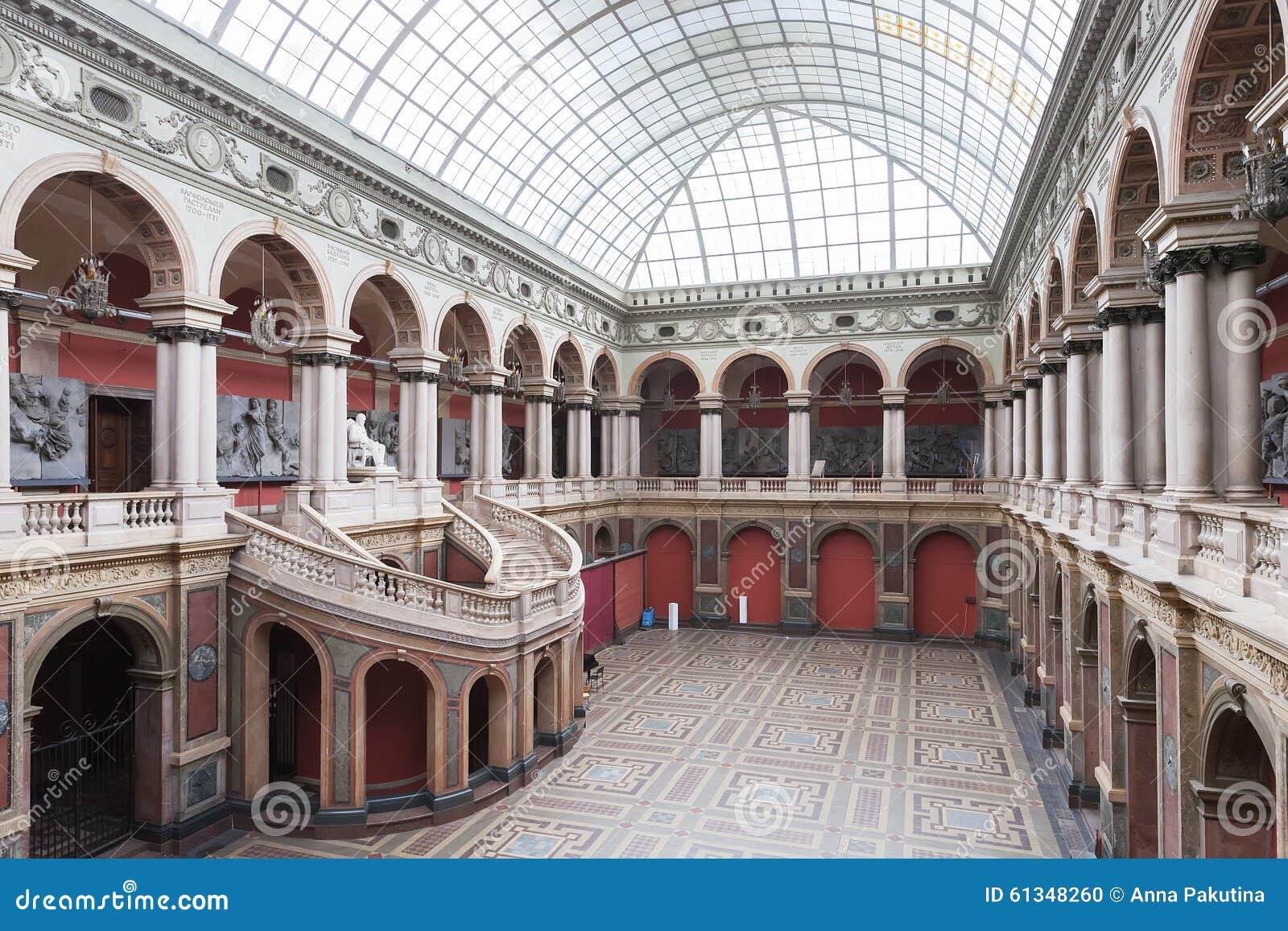 Museo del arte de St Petersburg y de la academia de la industria