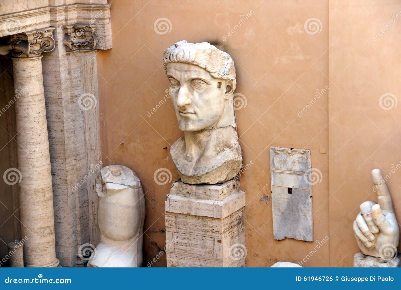 Museos de Capitoline de Roma: estatuas en el patio