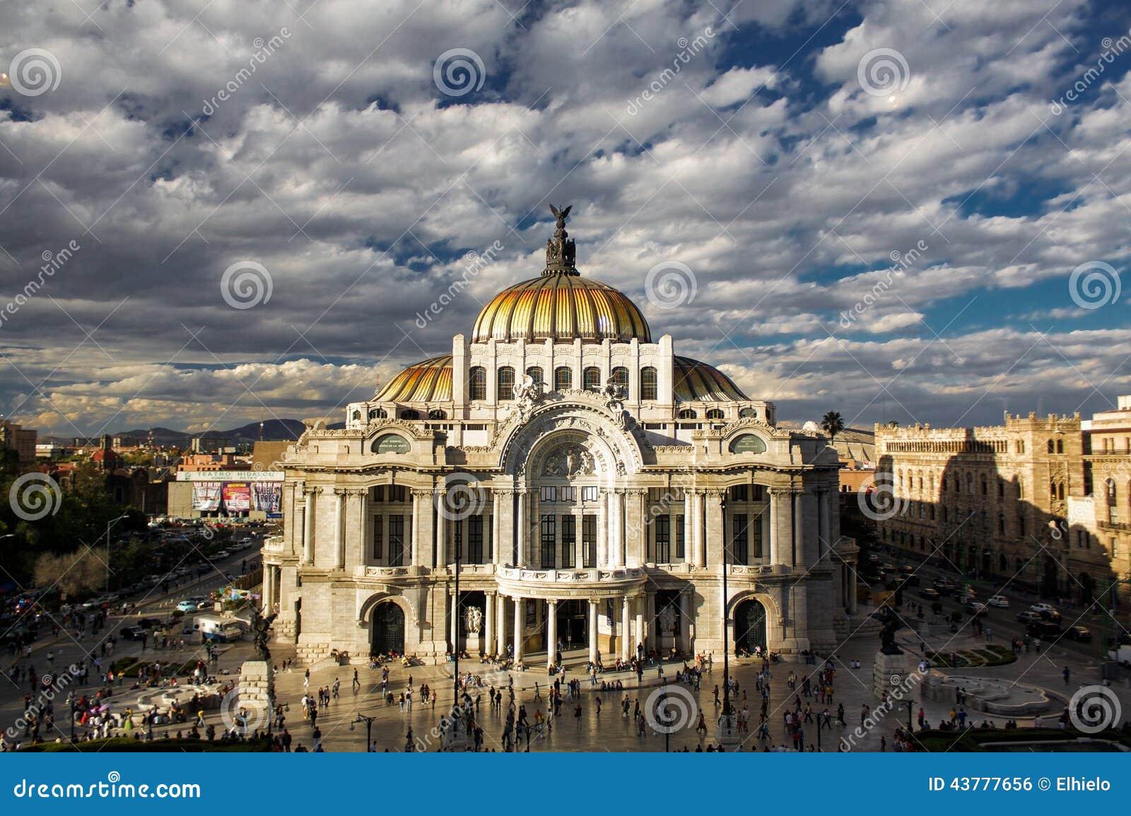 Museum of fine arts in mexico city palacio del bellas for Palacio de los azulejos mexico