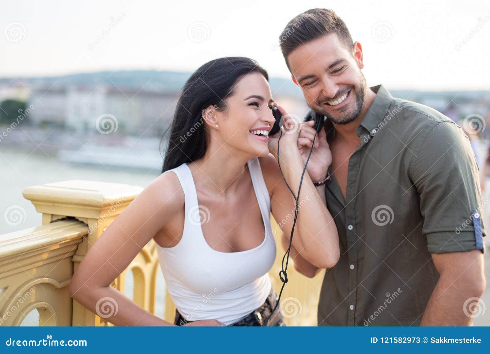 caucasica dating online
