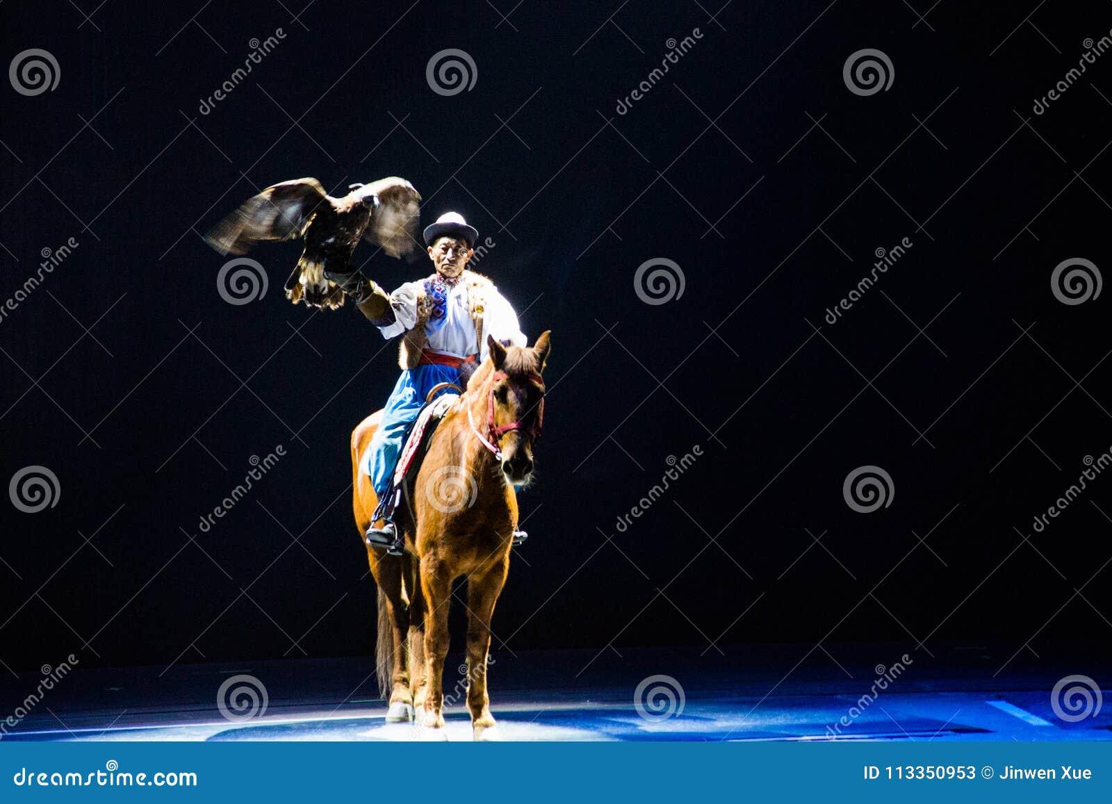 Musical, Uygur, de volta à Rota da Seda, águia