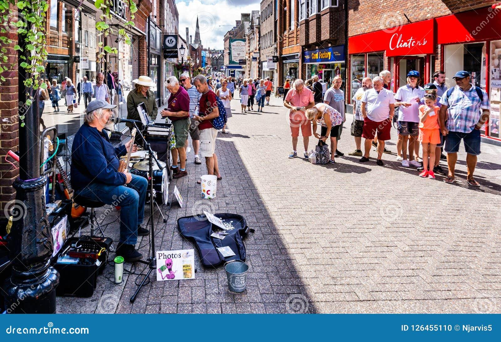 Musicien de rue comique à Dorchester Dorset