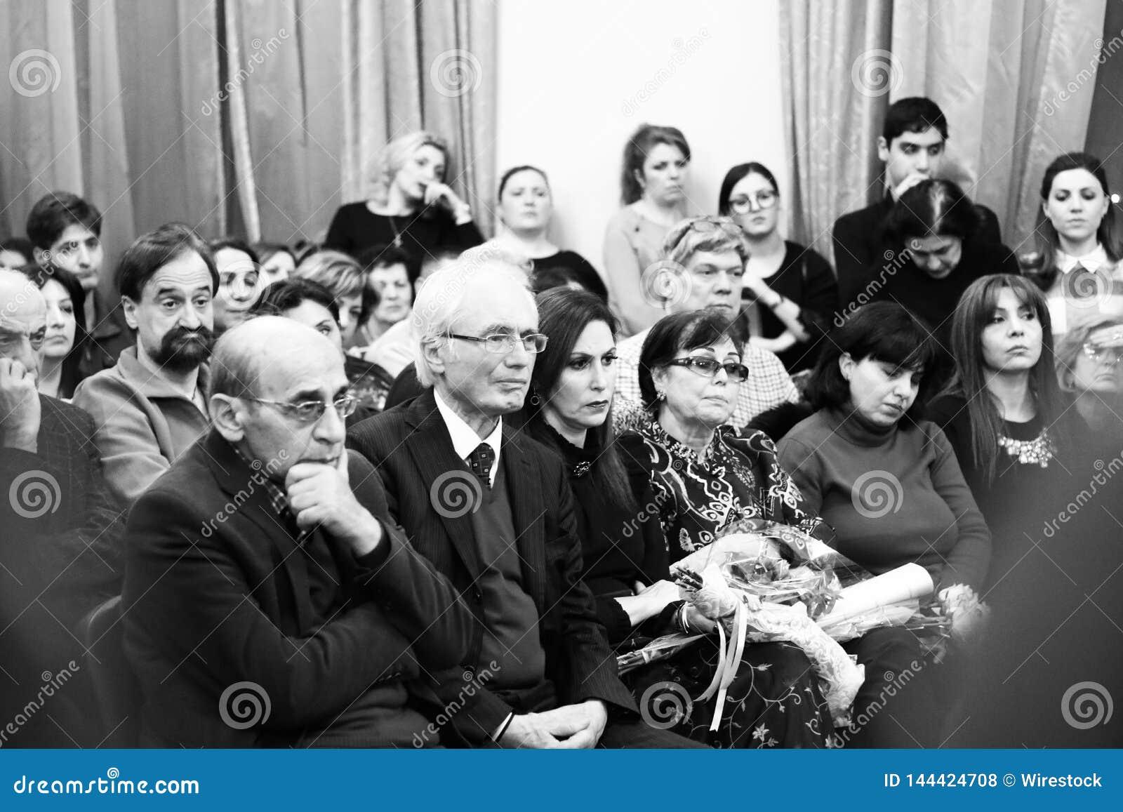 Musicisti che eseguono alla sala da concerto di Aram Khachatryan
