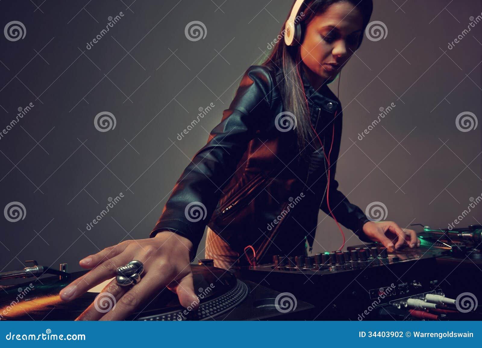 Musikdj-kvinna