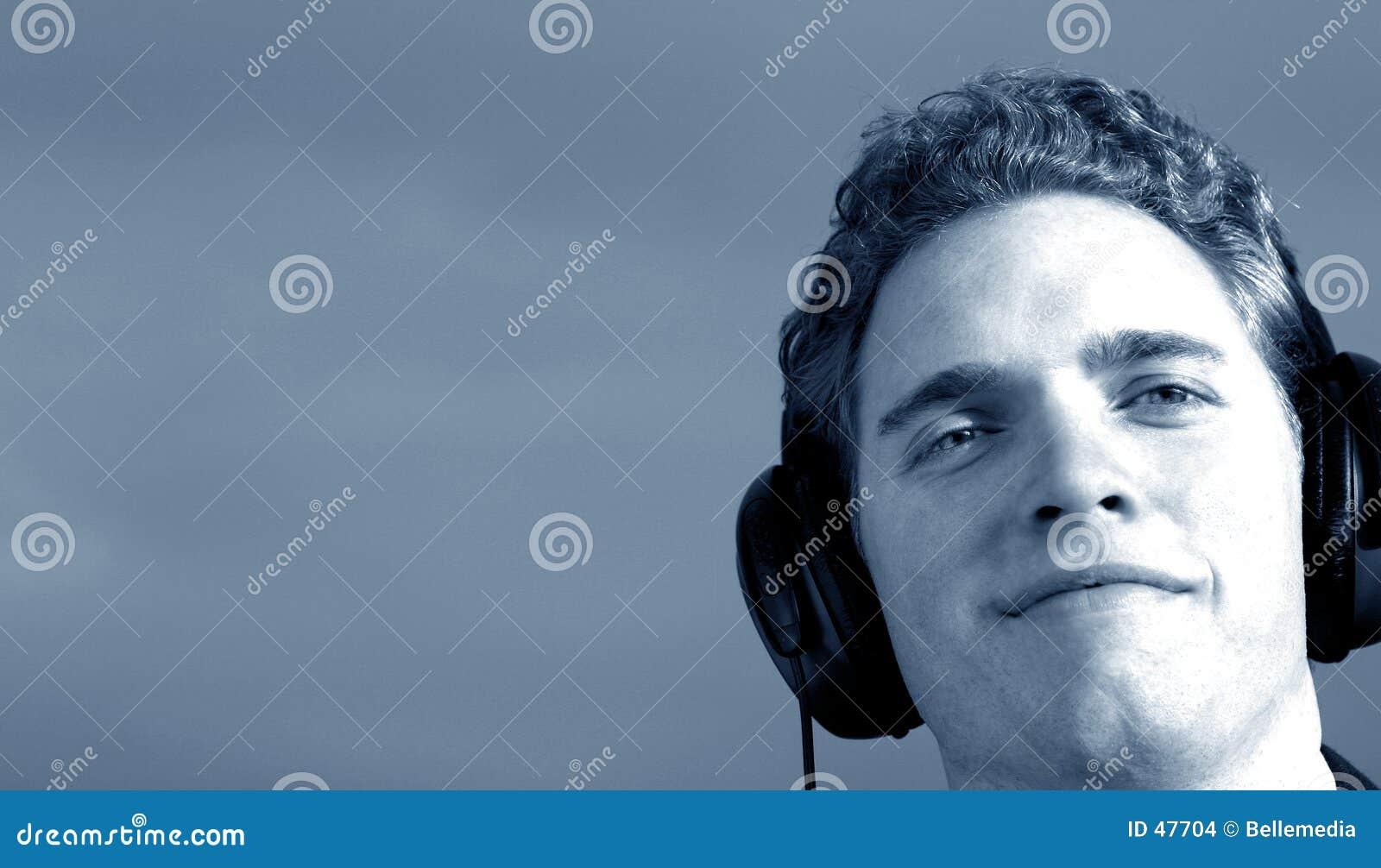 Musikmann hört