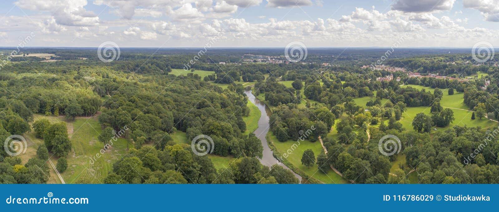Muskau parkerar, UNESCO, Polen, 08 2017 panorama, flyg- sikt