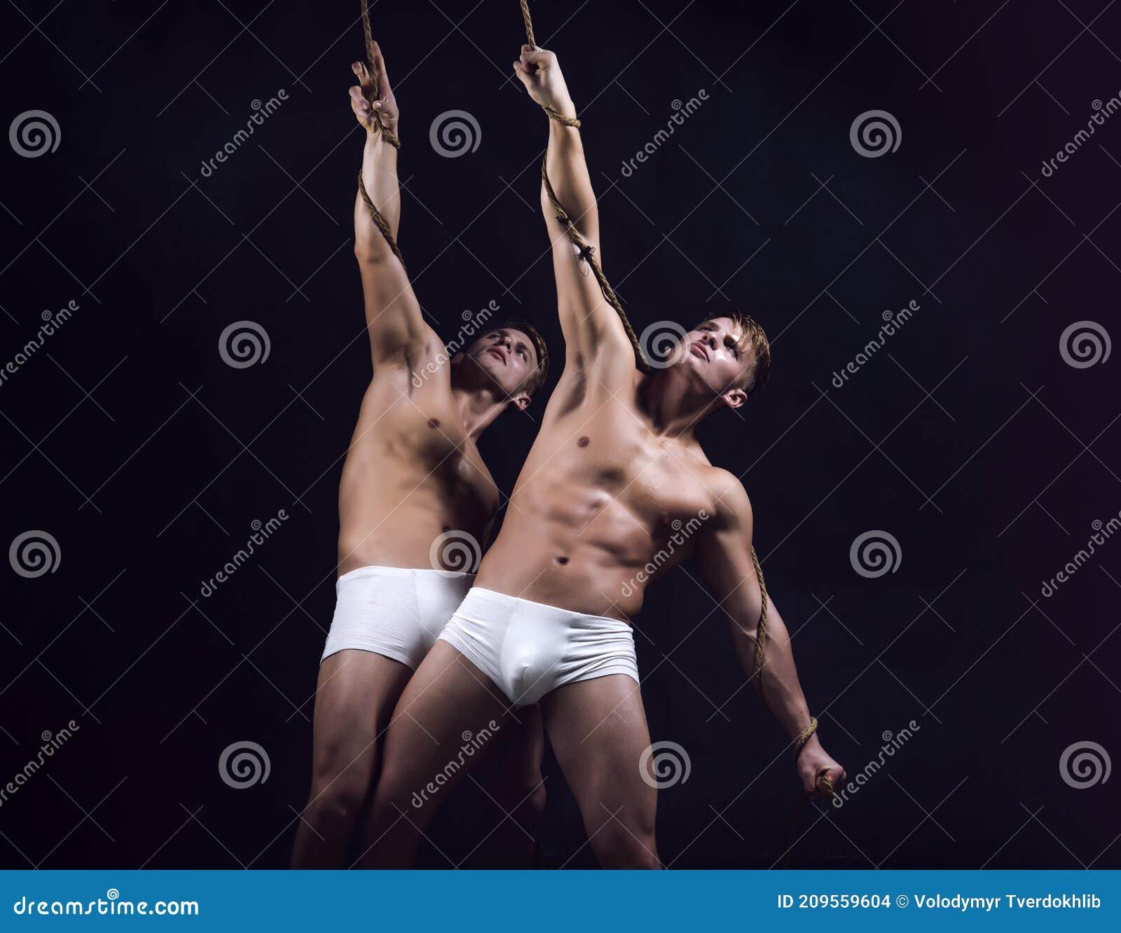 Nakna Tvillingar
