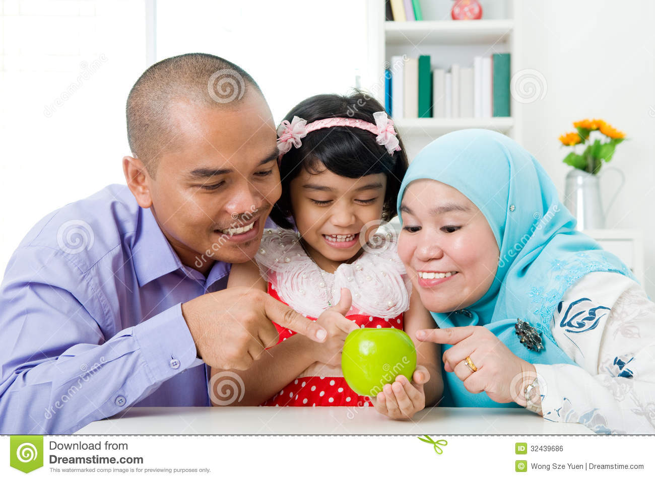 Muslim Family Royalty Free Stock Image - Image: 32439686