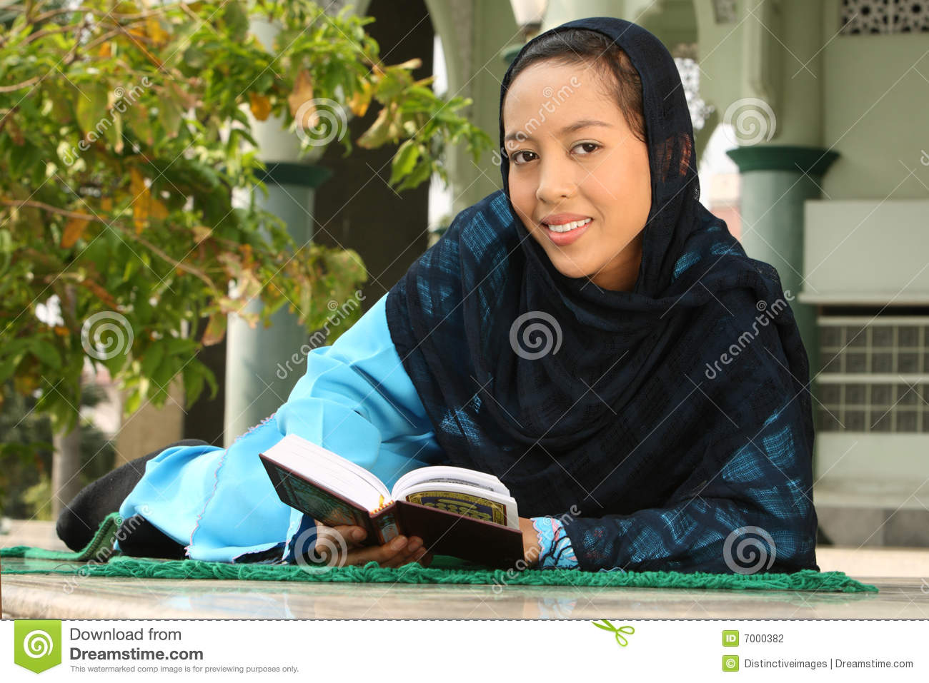 hay muslim girl personals The challenges of young muslim girls to ignore the pressures of dating in the western world the muslim girl muslim girl problems: dating.