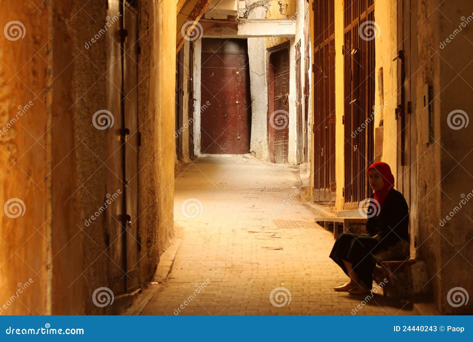 gallatin gateway single muslim girls Home / staff office estevez, katherine edd (principal) gallatin elementary school 9513 brookshire avenue downey, ca 90240 phone: 562-904-3583.
