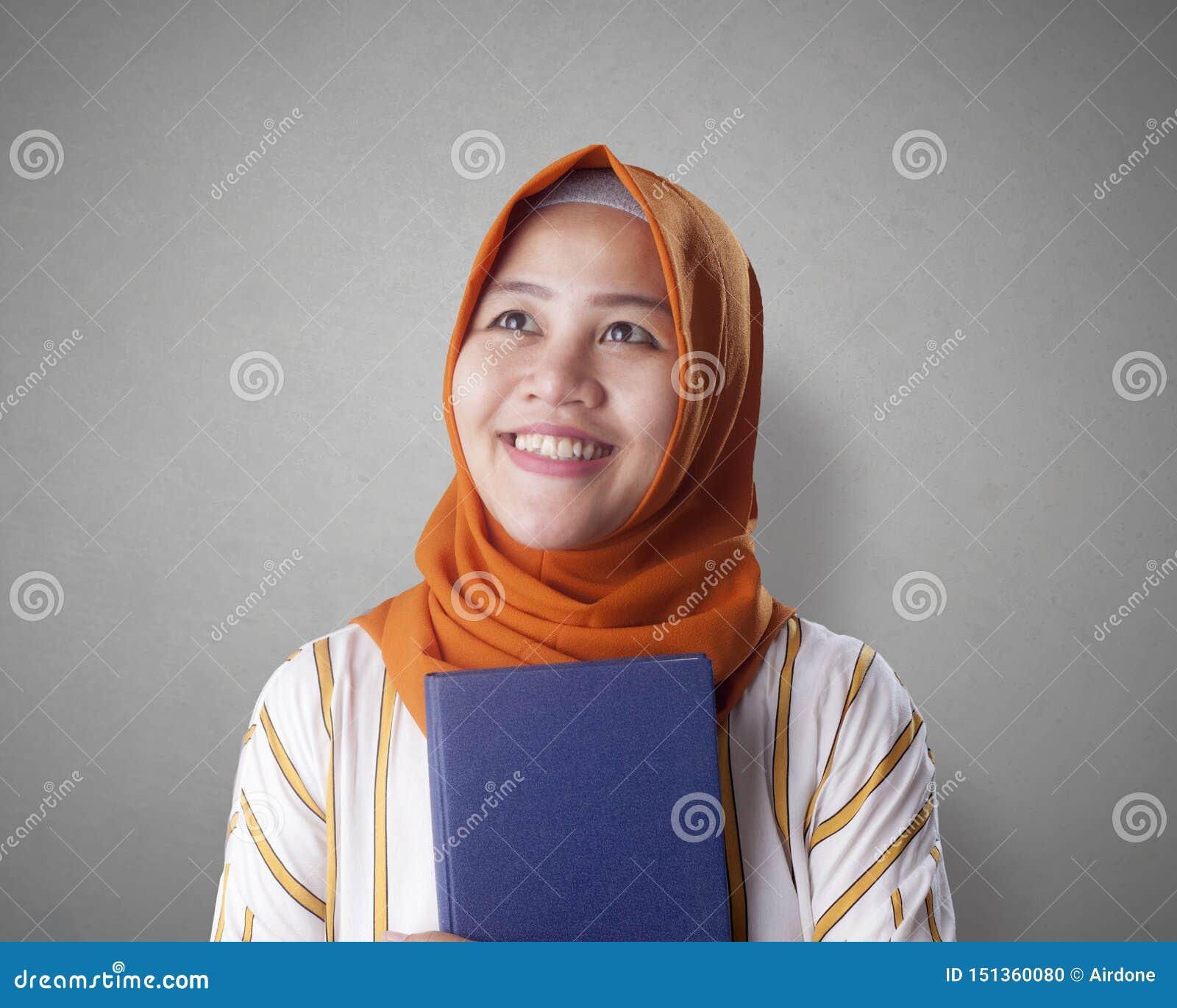 Muslimsk aff?rskvinna Reading Book