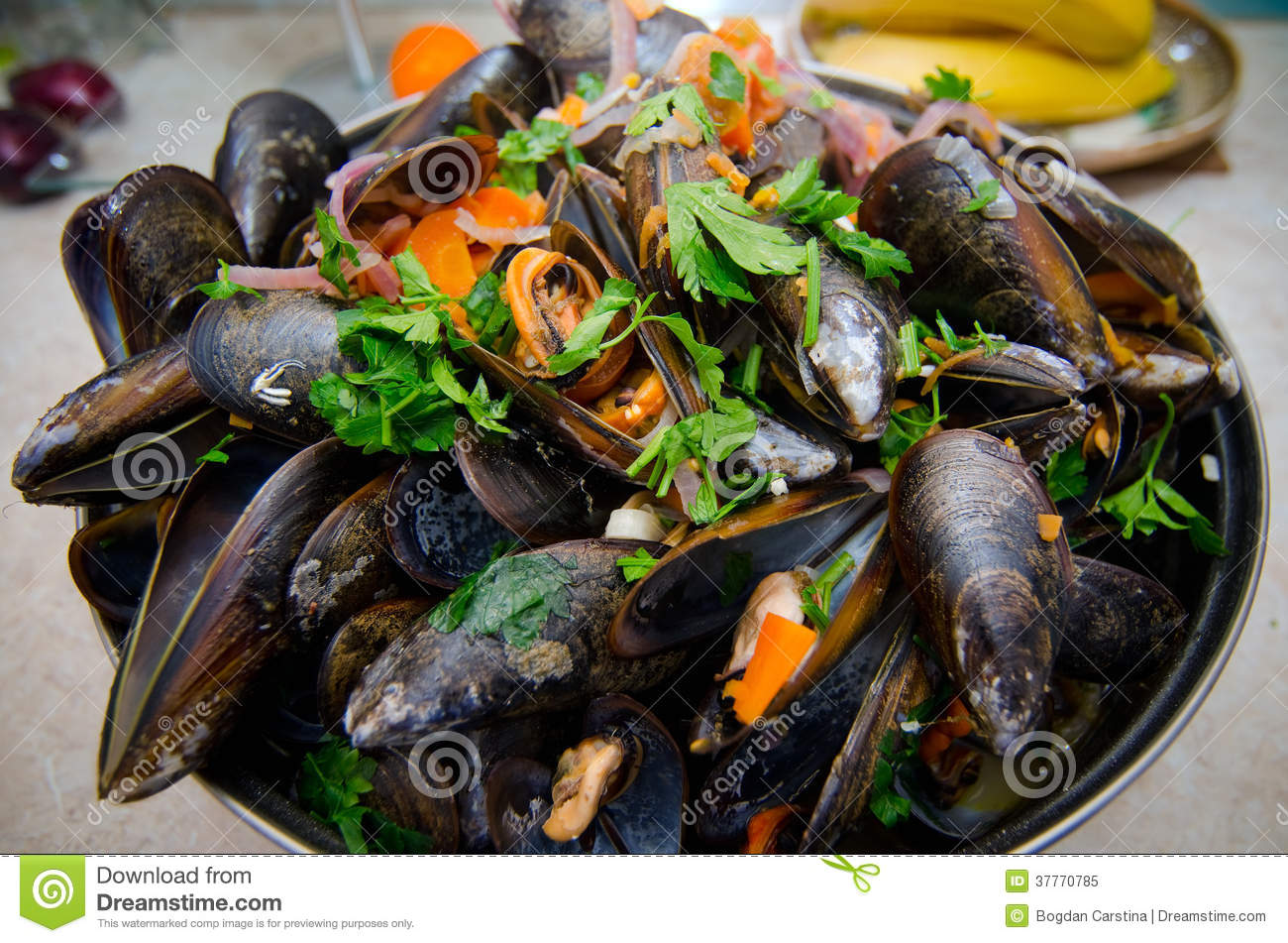 Mussels With Vegetables Royalty Free Stock Photo - Image: 37770785
