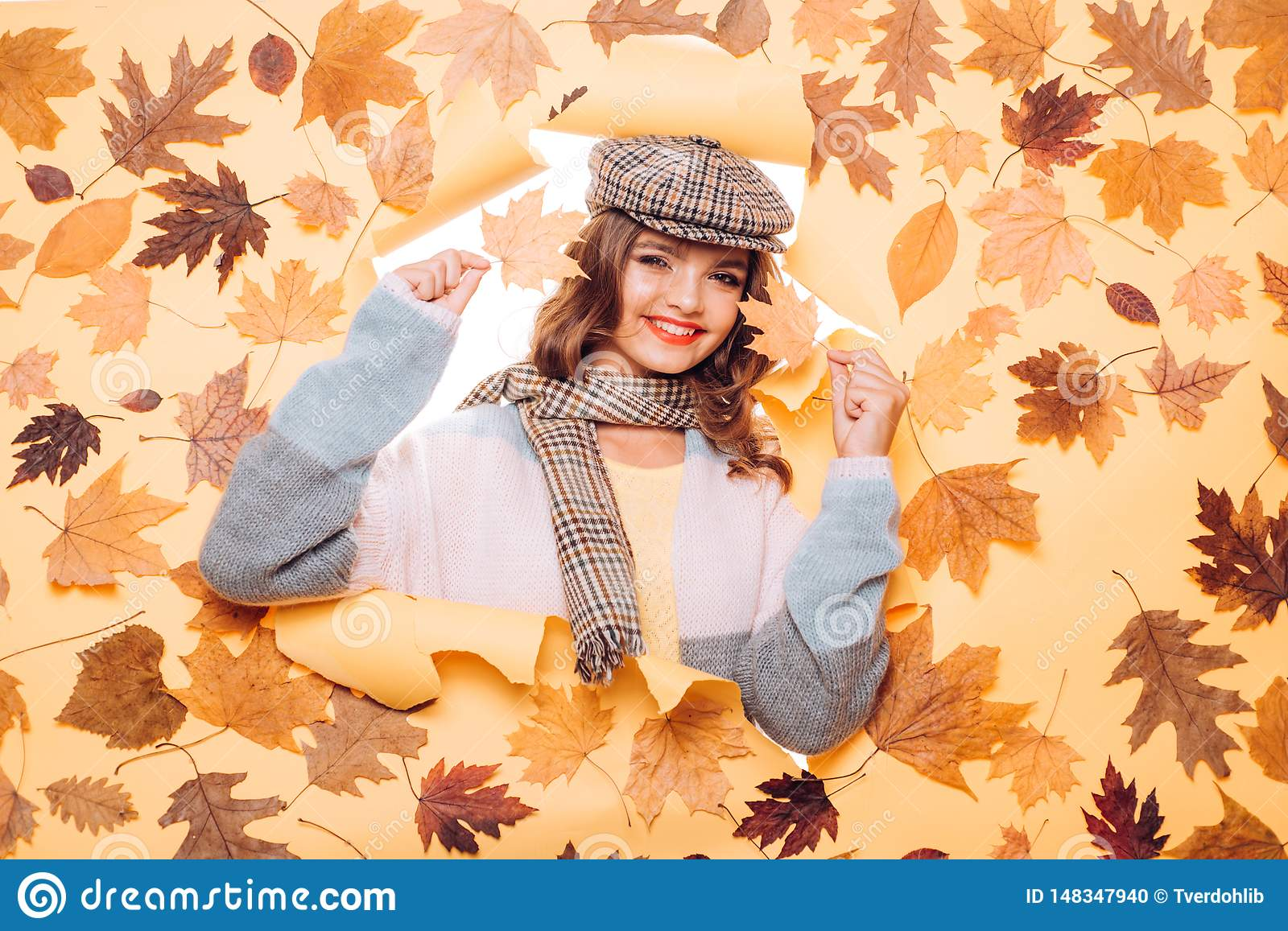 A must have for fall. Pretty woman wear autumn fashion accessories. Casual fashion trends for fall. Fashion girl look