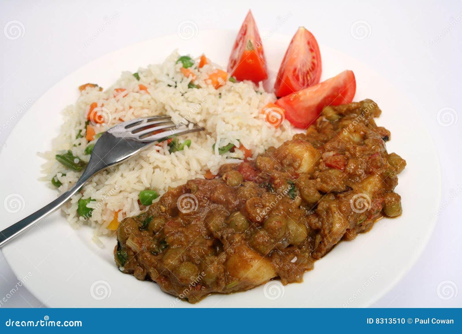Muttar χορτοφάγος κάρρυ aloo
