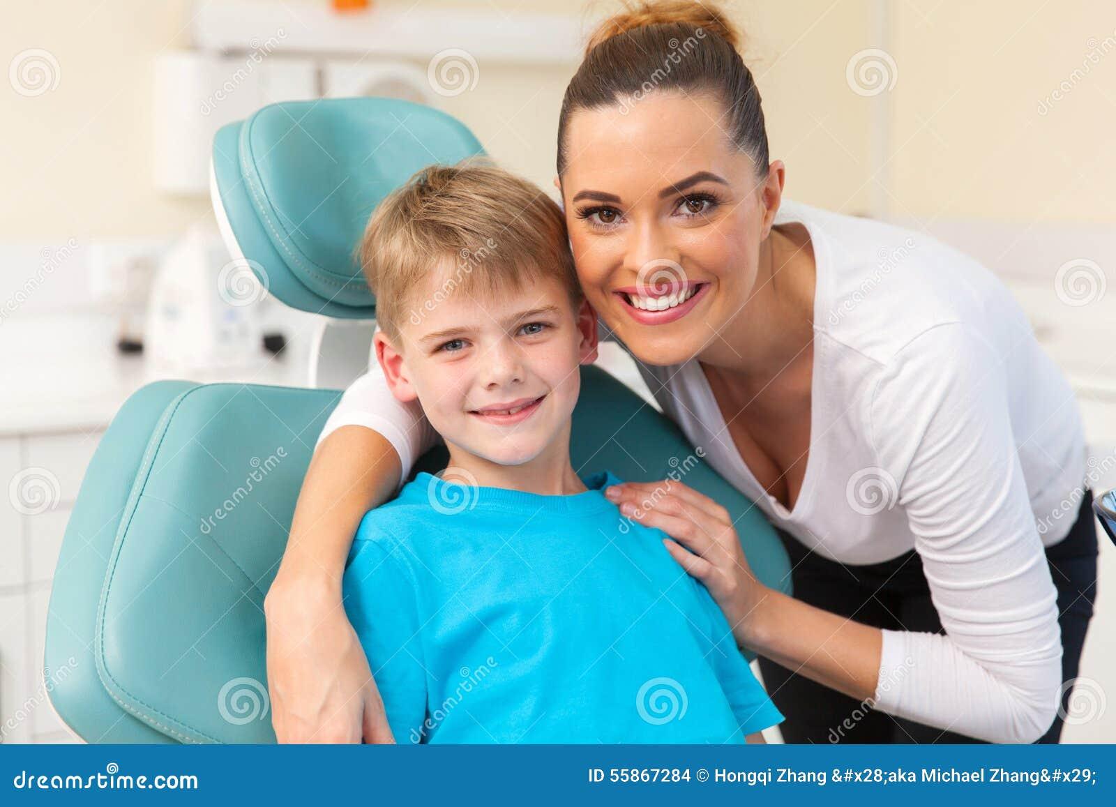 Die Schmutzige Mutter Genießt Ihren Sohn