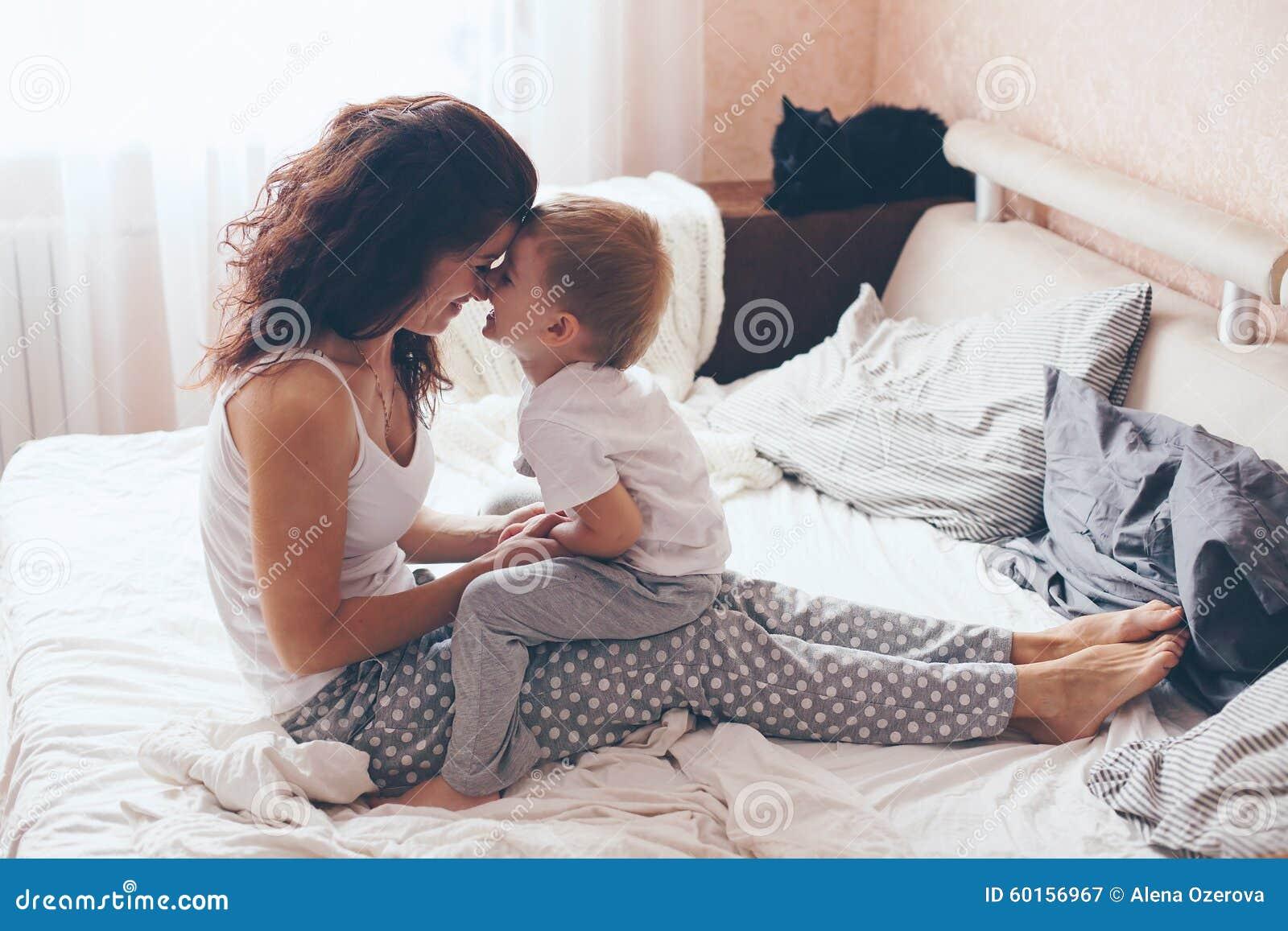 Japanische Mutter Vergnügt Sich Mit Ihrem Sohn
