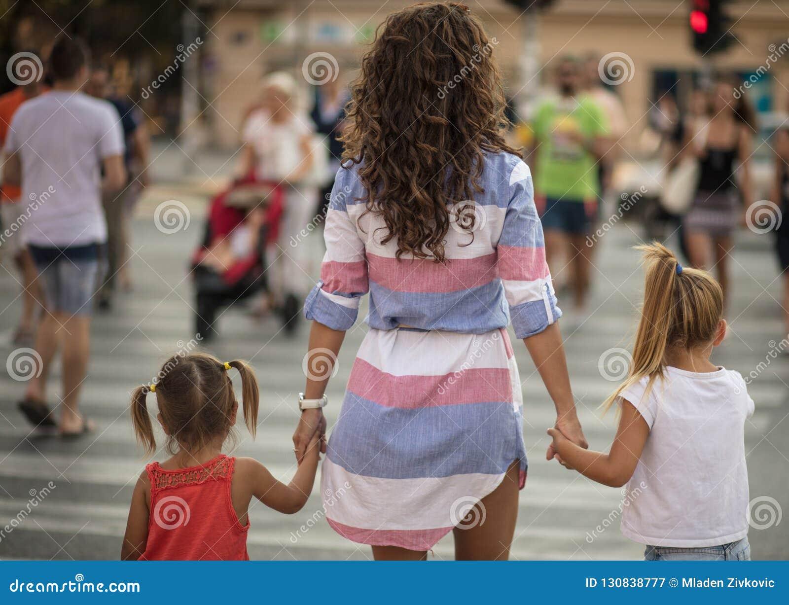 Mutter führt Sie immer auf dem rechten Weg