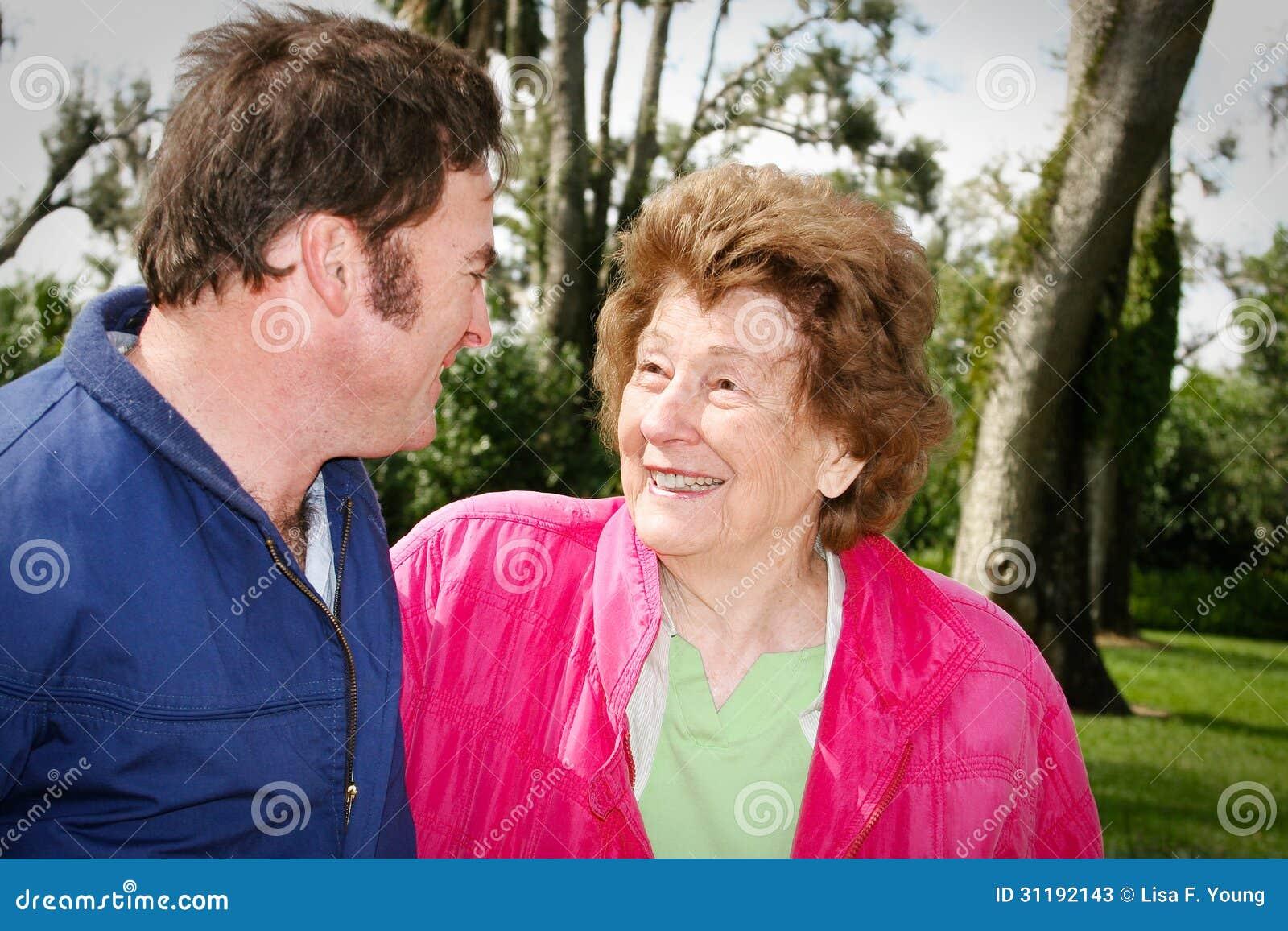 Mutter Liebt Ihren Erwachsenen Sohn Stockbild - Bild von