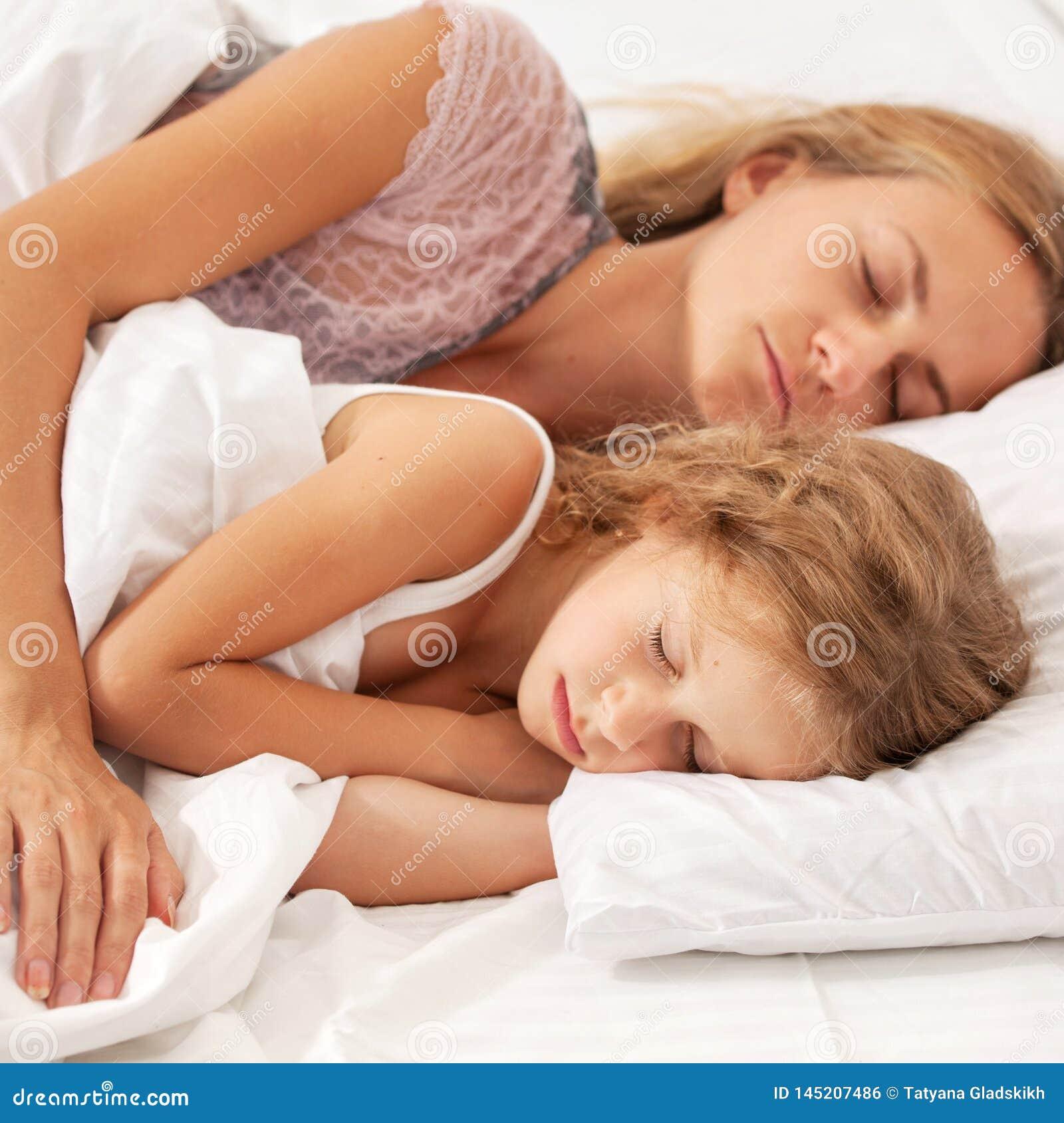 Mit Mutter Im Bett