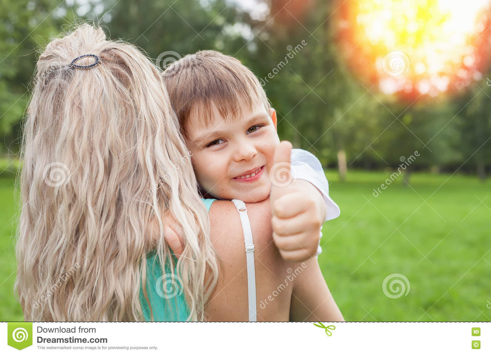 Geile Mädchen Fingern Sich Im Freien