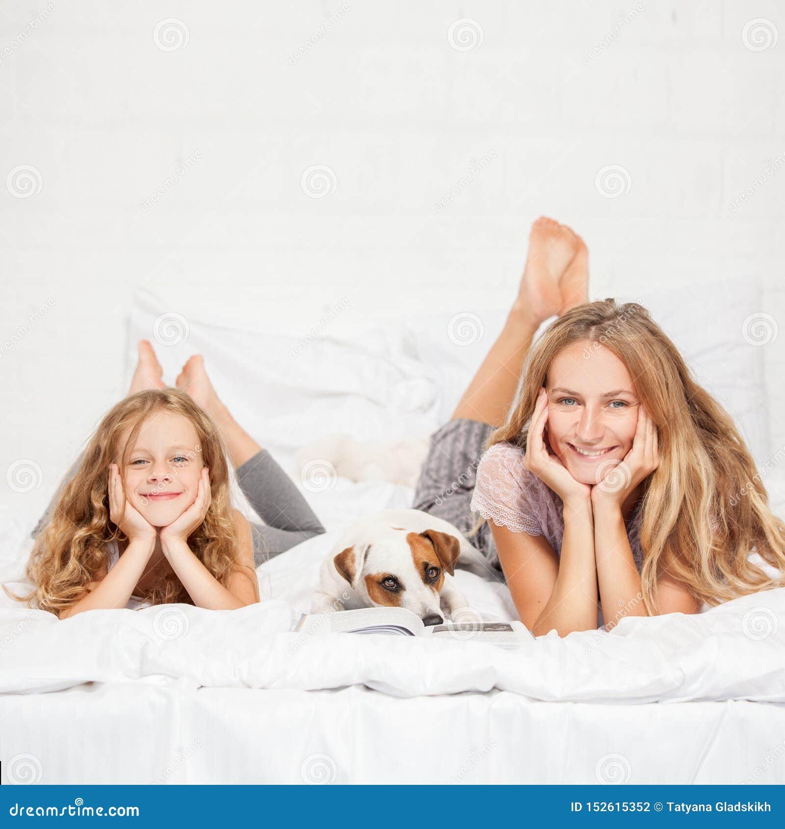 Mit Mutter Im Bett Gelandet