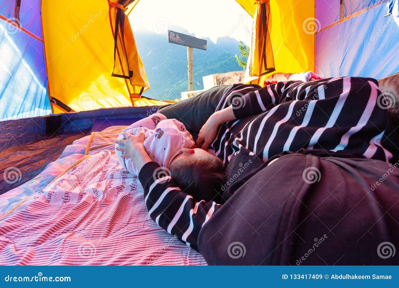 Schlafen Und Lesbenrollenspiel