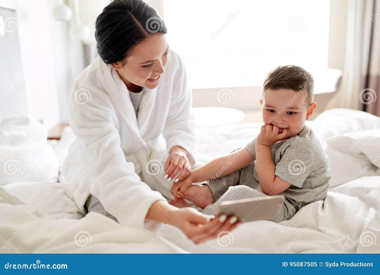 Mutter Und Sohn Im Hotel