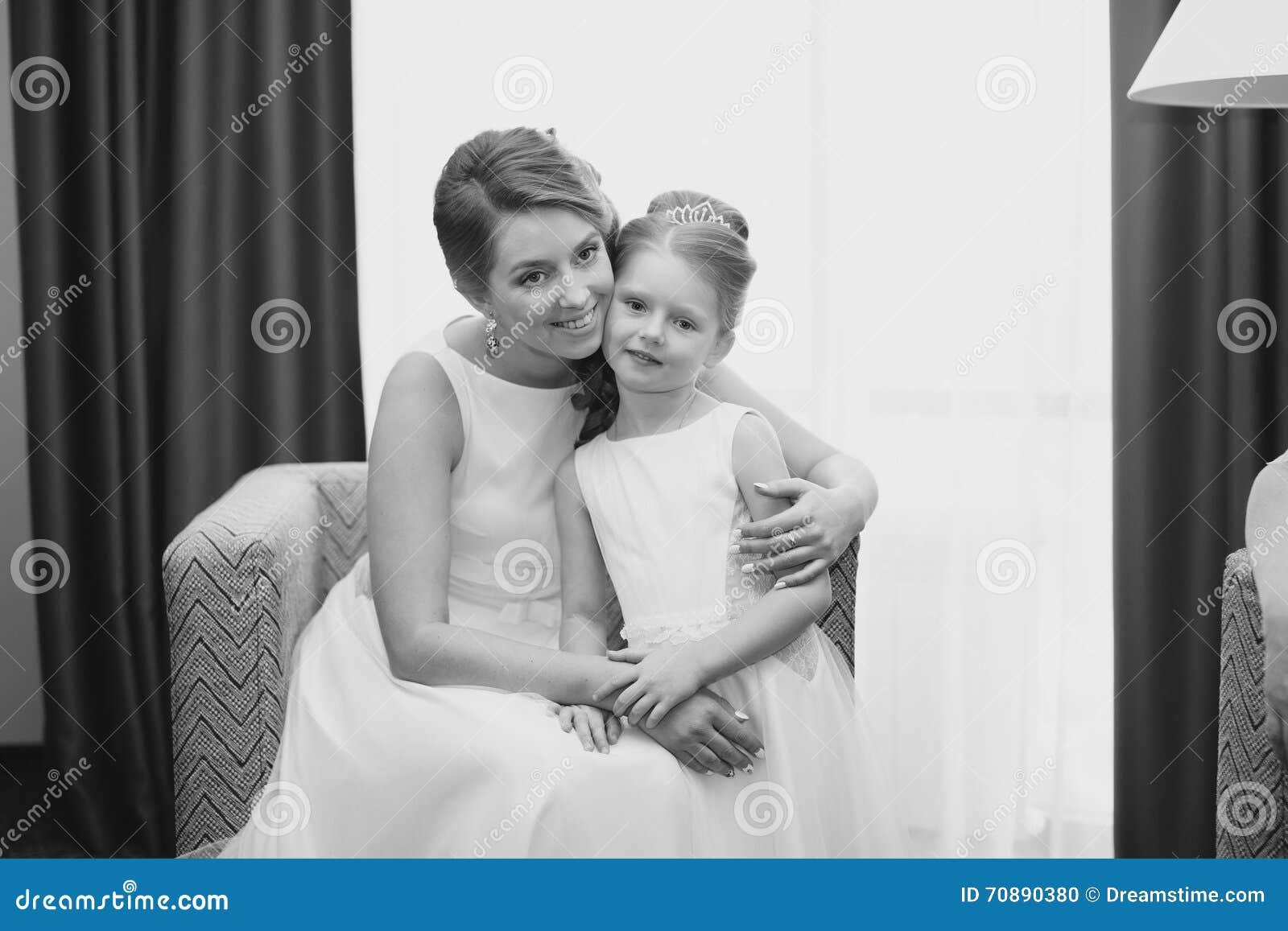 Tochter und Mutter ficken den gleichen Typ