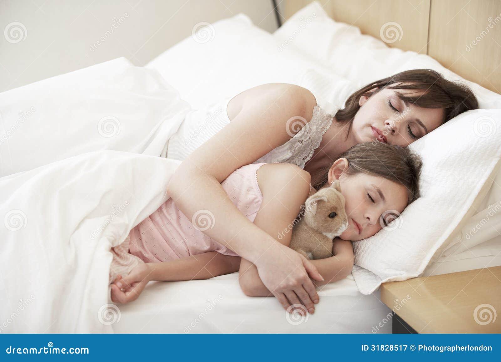 mutter schläft mit tochter