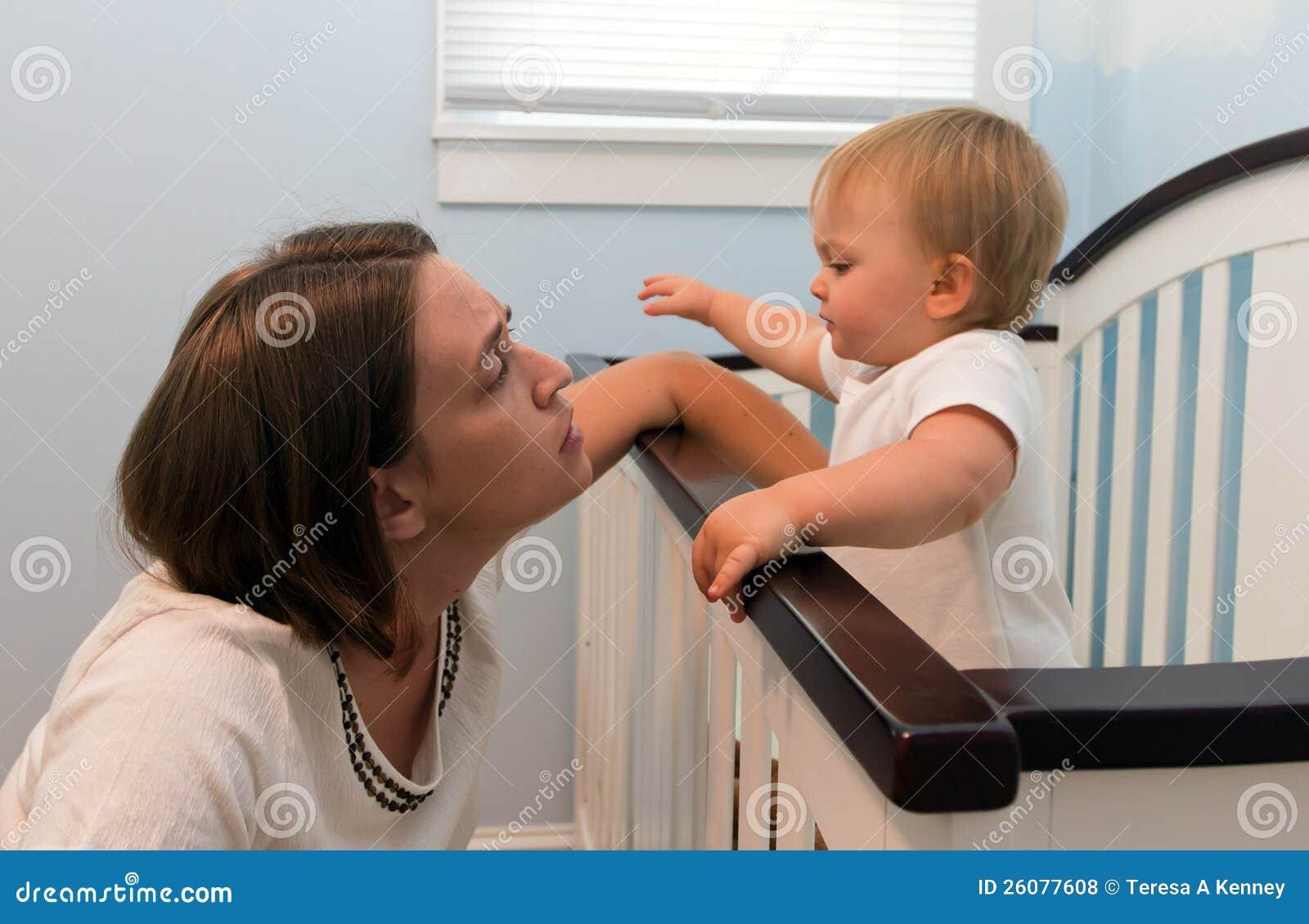 Mutterwartekind zum zu schlafen