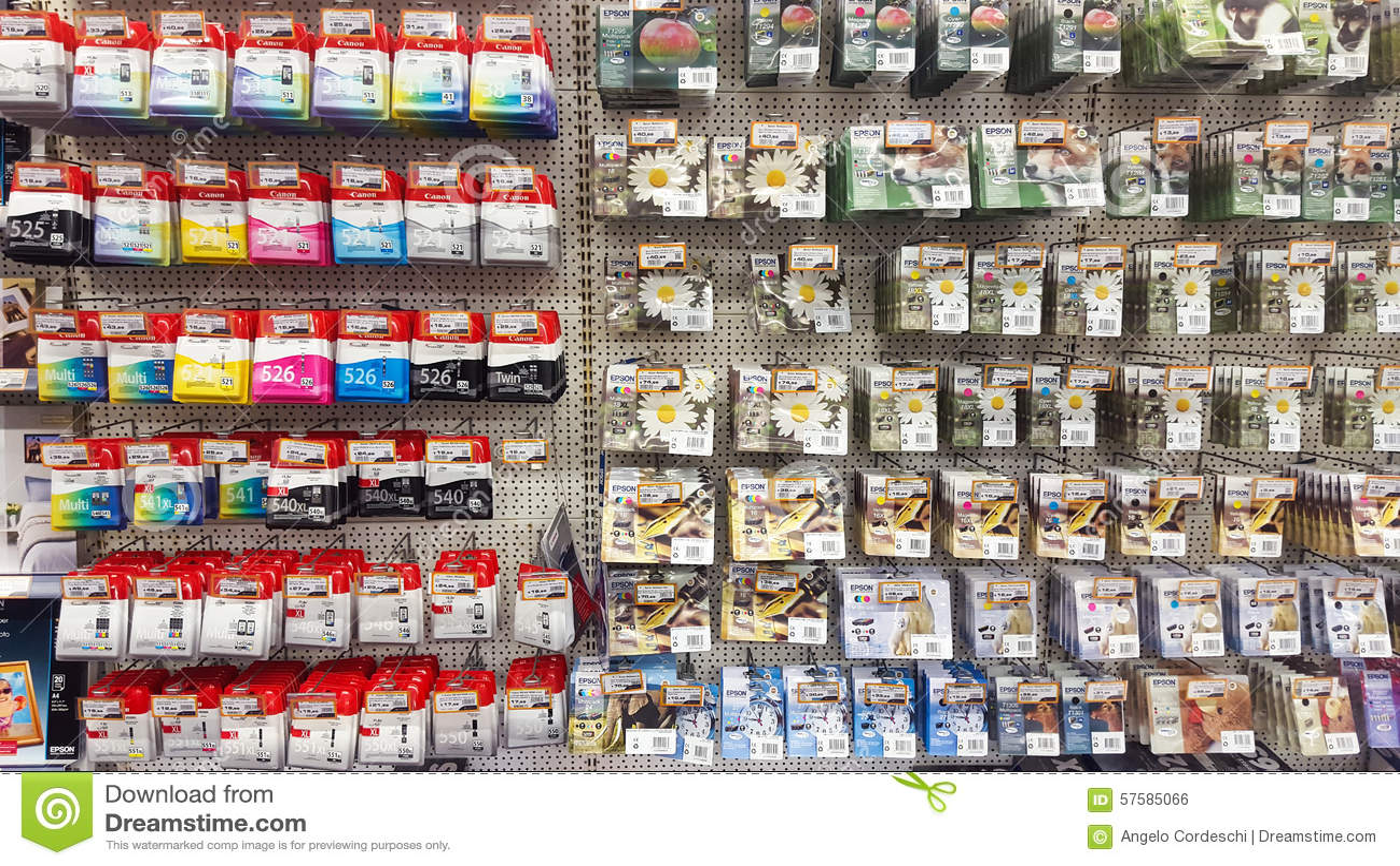Muur Met Printerpatronen Het Rek Van De Inktpatroon Redactionele Foto  Afbee # Wasbak Met Rek_153825