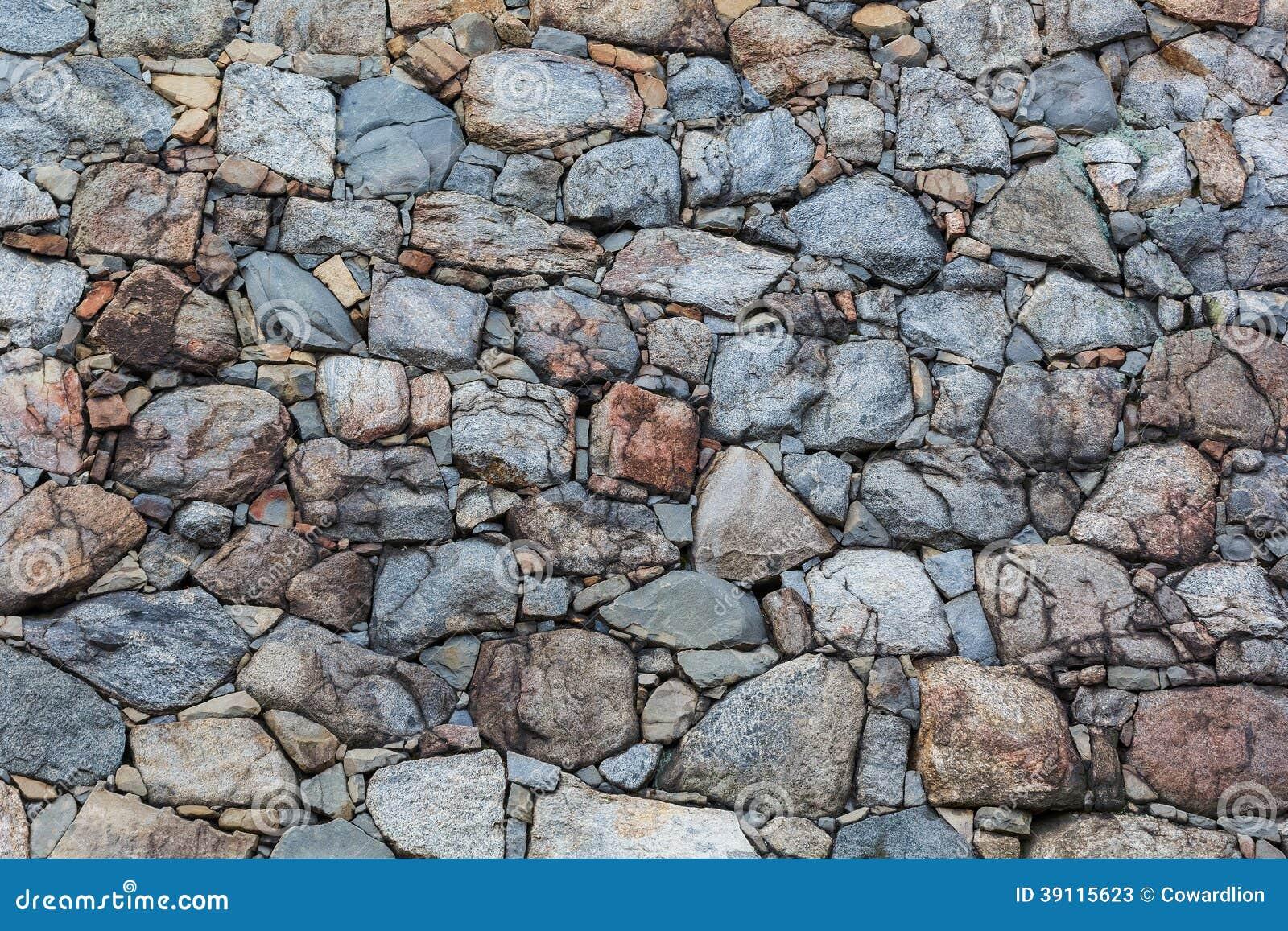 Muur uit rotsen wordt samengesteld die