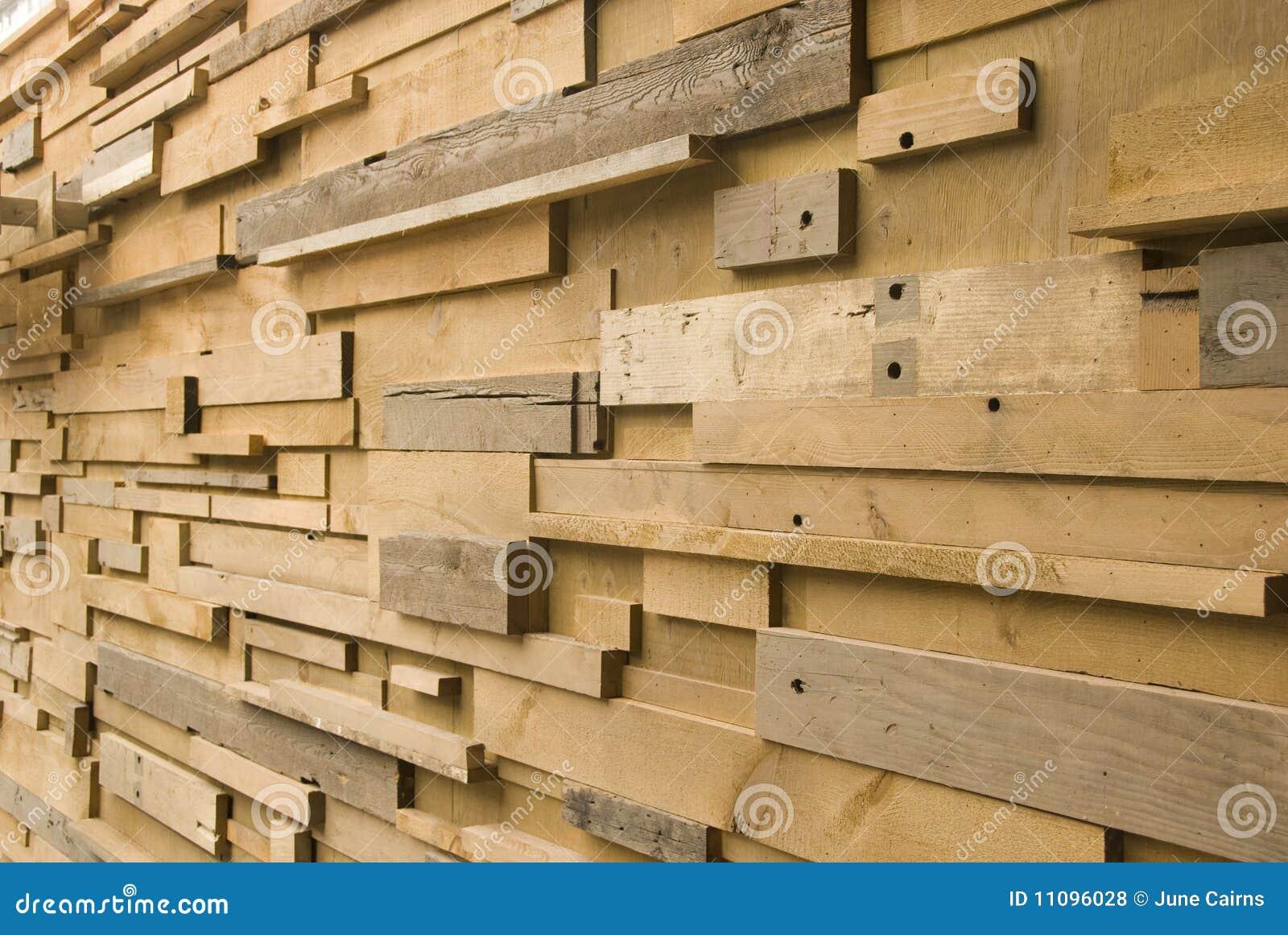 Muur die van verschillende grootte van gesneden hout wordt gemaakt.