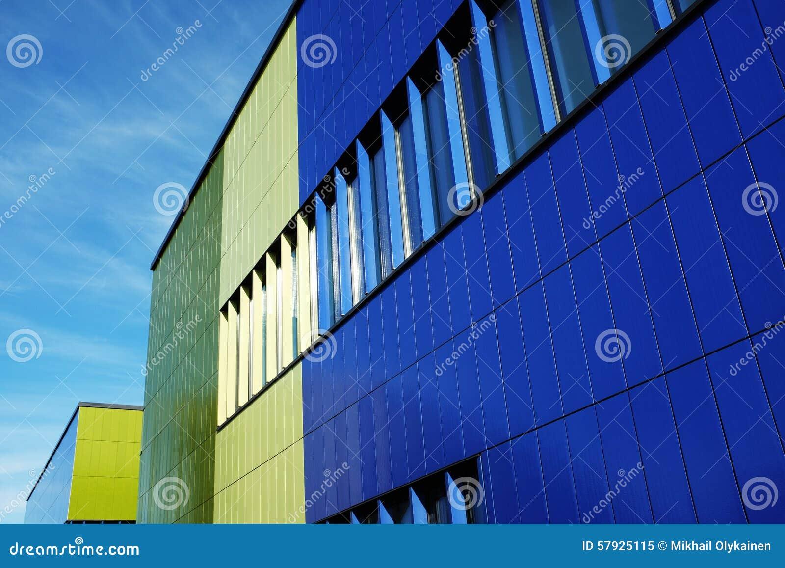 Muur van moderne de bouw blauwe en groene kleur stock foto ...