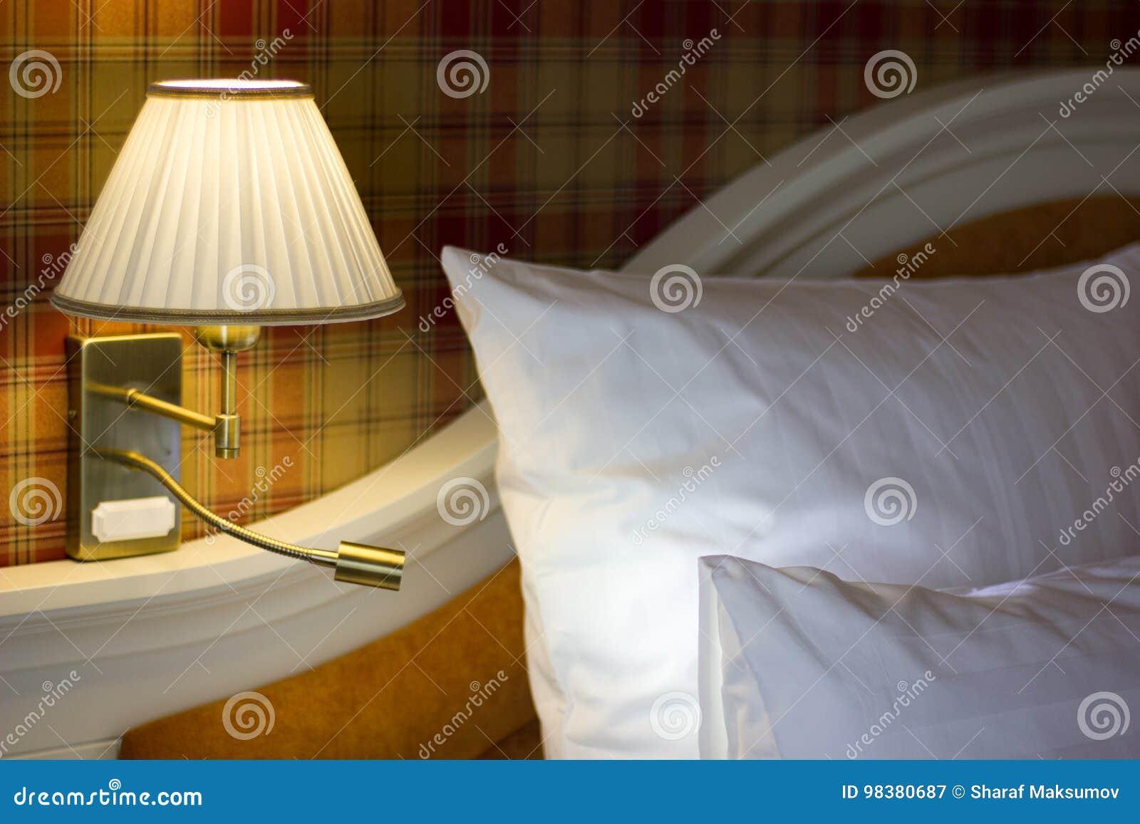 Muurlamp In Slaapkamer Stock Foto - Afbeelding: 98380687