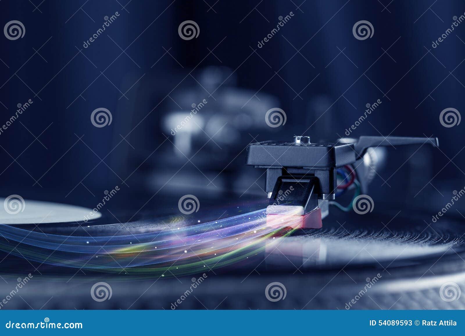 Muziekspeler die vinylmuziek met kleurrijke abstracte lijnen spelen