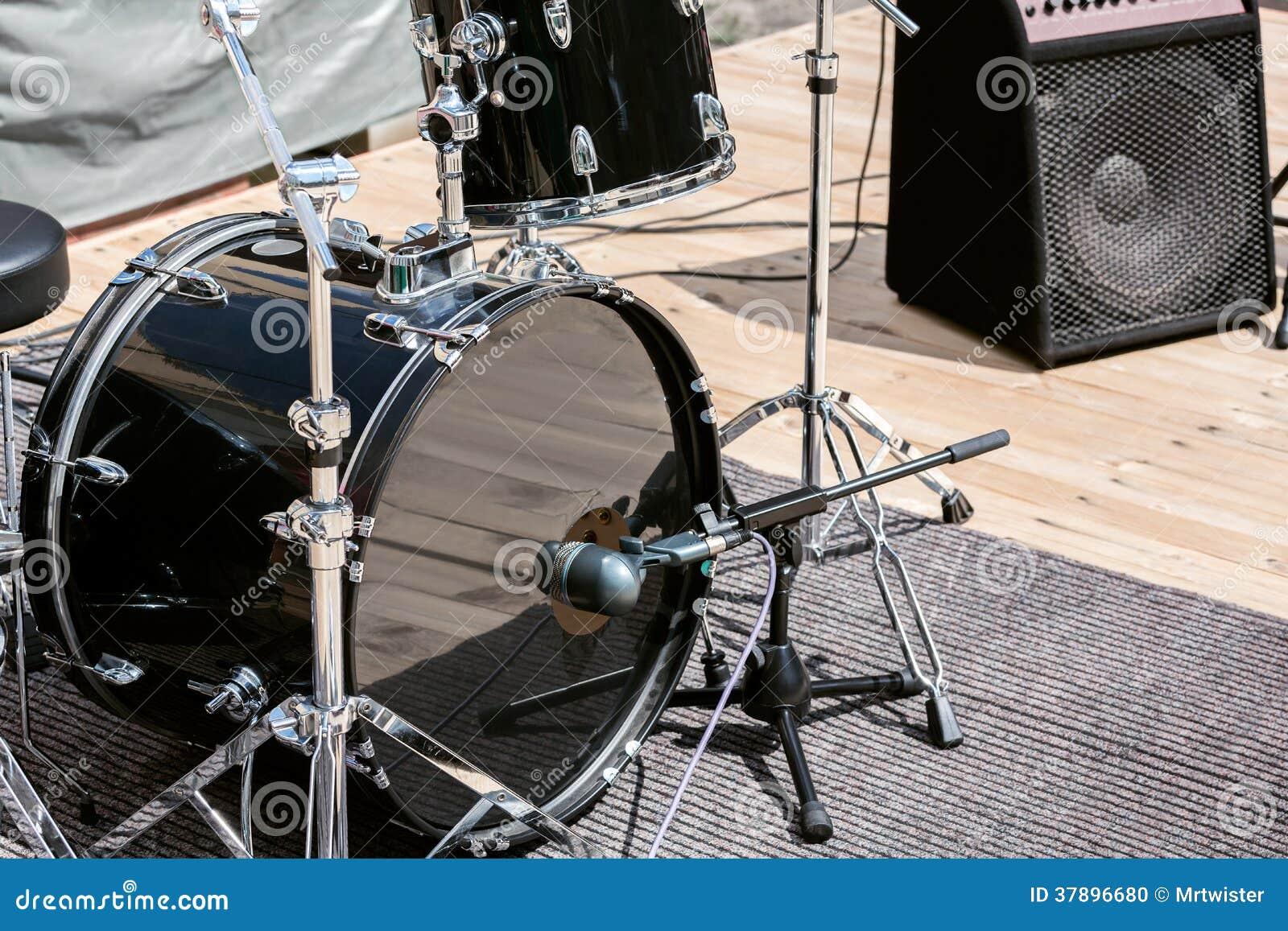 Muzikale instrumenten op stadium