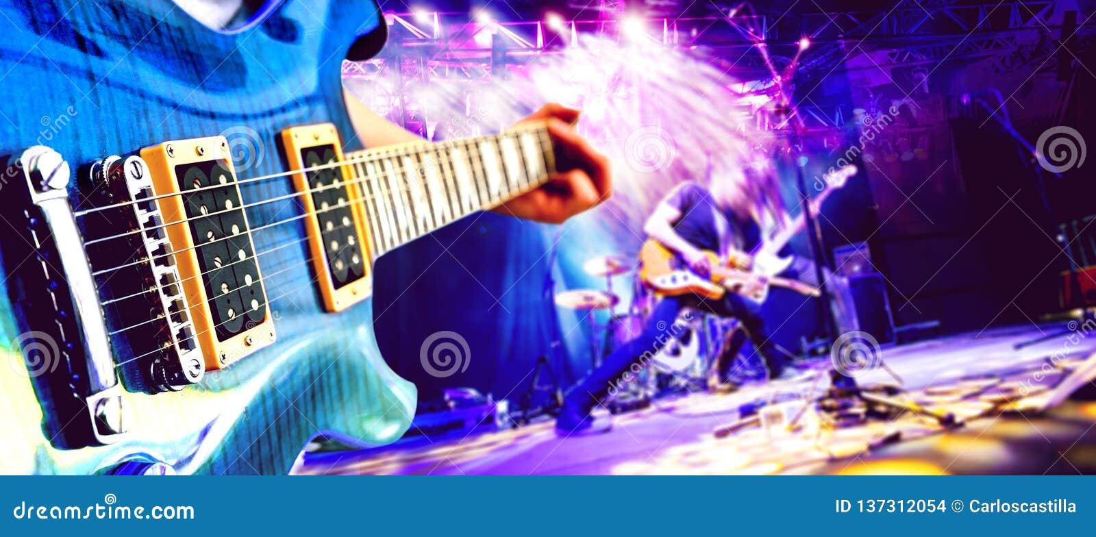 Muzikale prestaties op stadium De recreatie en de muziek tonen