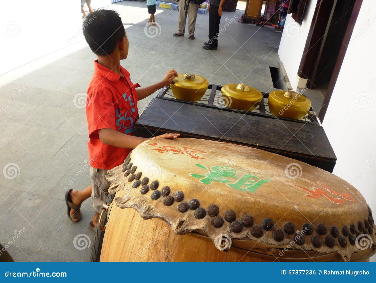 Muzyczny instrument przy Lasem Chinatown