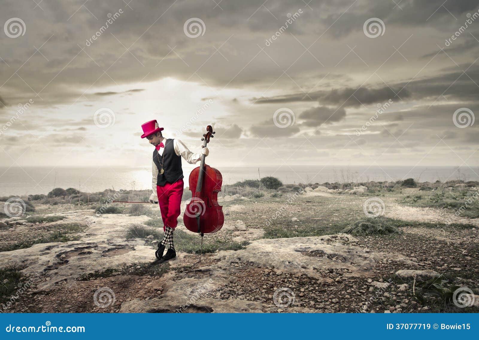 Download Muzyk trzyma jego altówkę obraz stock. Obraz złożonej z muzyk - 37077719