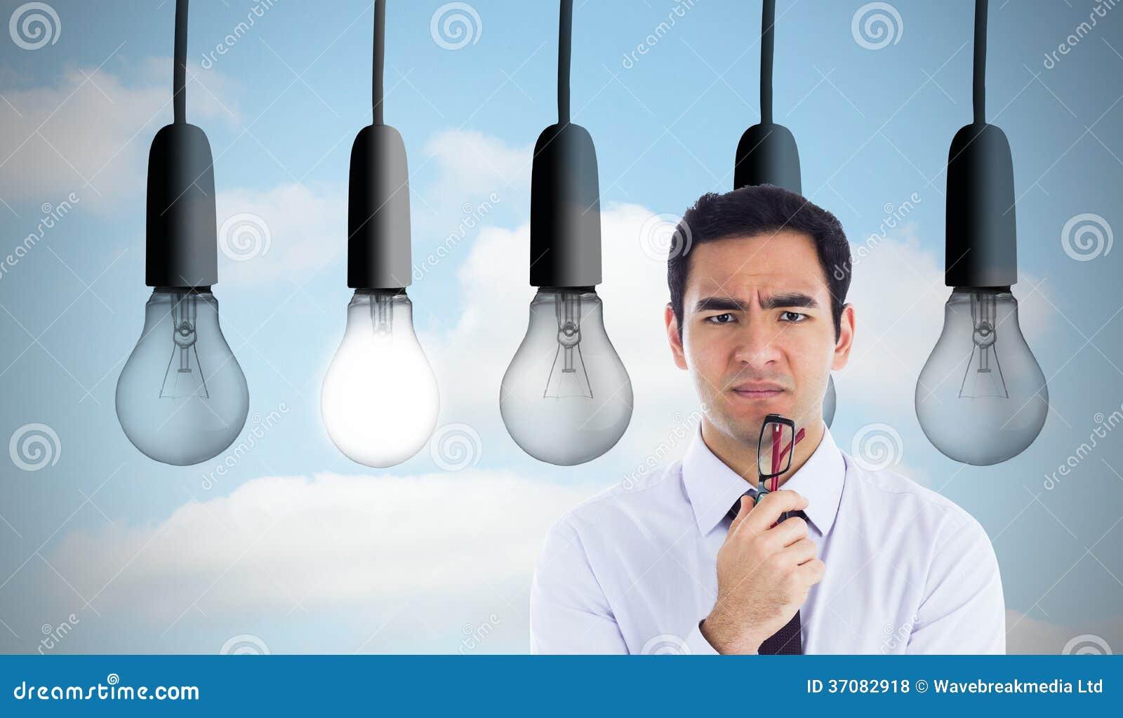 Download Myślący Biznesmen Trzyma Szkła Zdjęcie Stock - Obraz złożonej z digitalis, iluminacja: 37082918