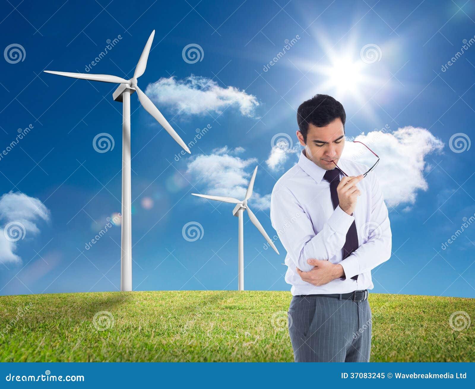 Download Myślący Biznesmen Trzyma Szkła Obraz Stock - Obraz złożonej z pogodny, środowisko: 37083245